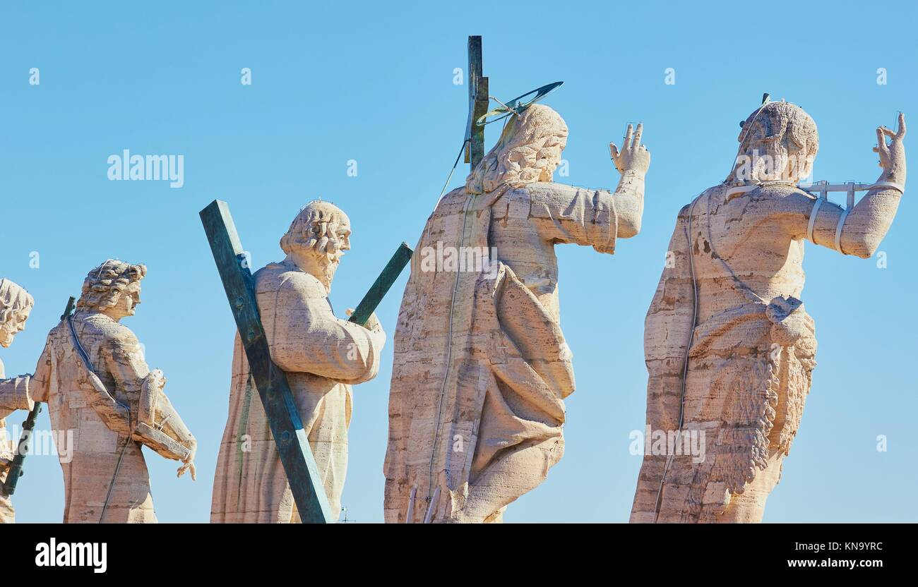 Statues of Jesus and the Apostles lining rooftop facade of St Peter's Basilica, Vatican City, Rome, Lazio, Italy, - Stock Image