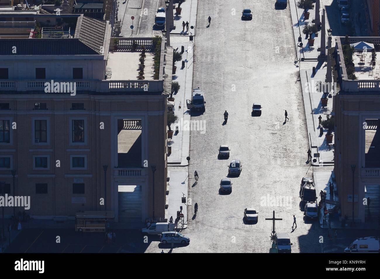 Cross on top of the obelisk in St Peter's Square and Via Della Conciliazione, Rome, Lazio, Italy, Europe. - Stock Image