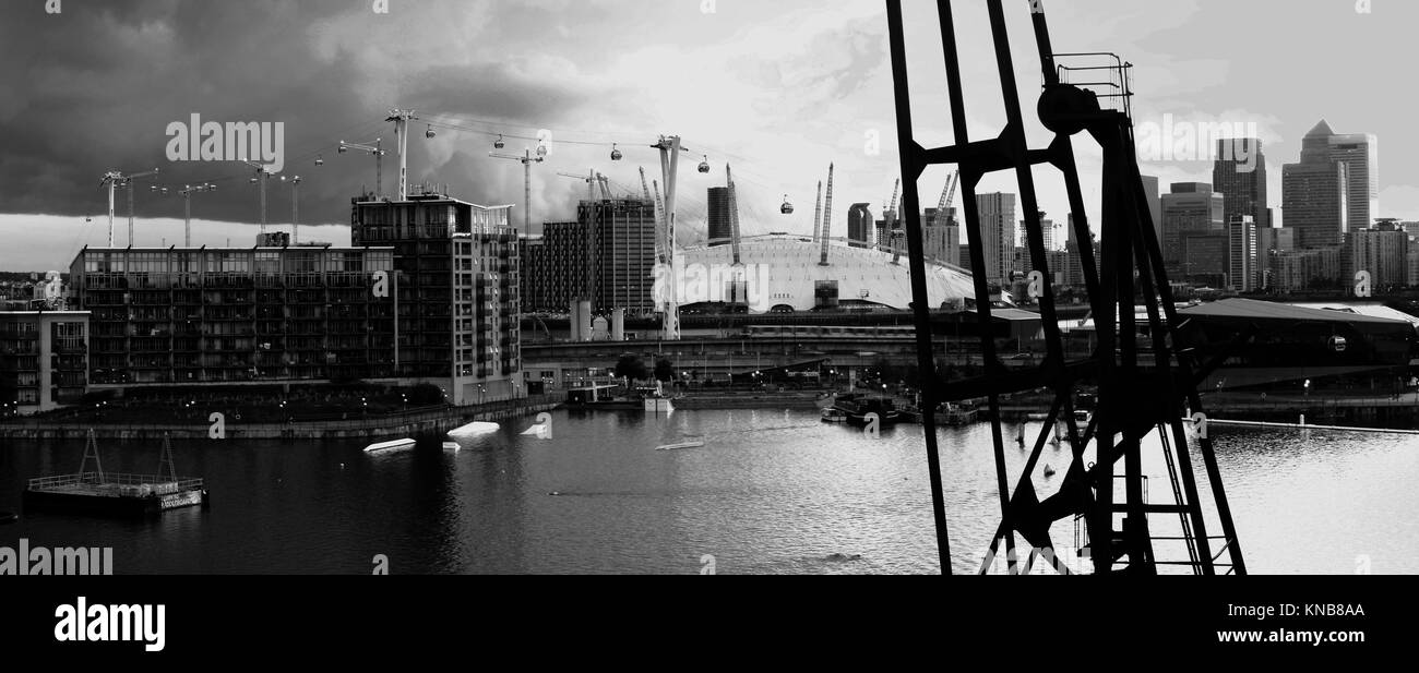 London skyline - Panoramic view - Canary Wharf, London Docklands and London cable car. - Stock Image