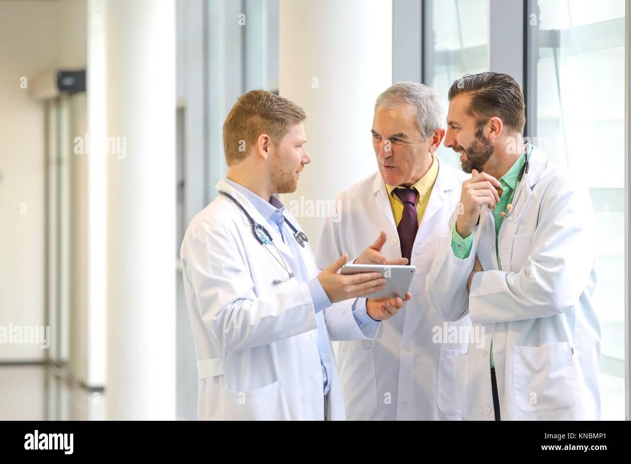 Doctors talking in corridor, Hospital - Stock Image