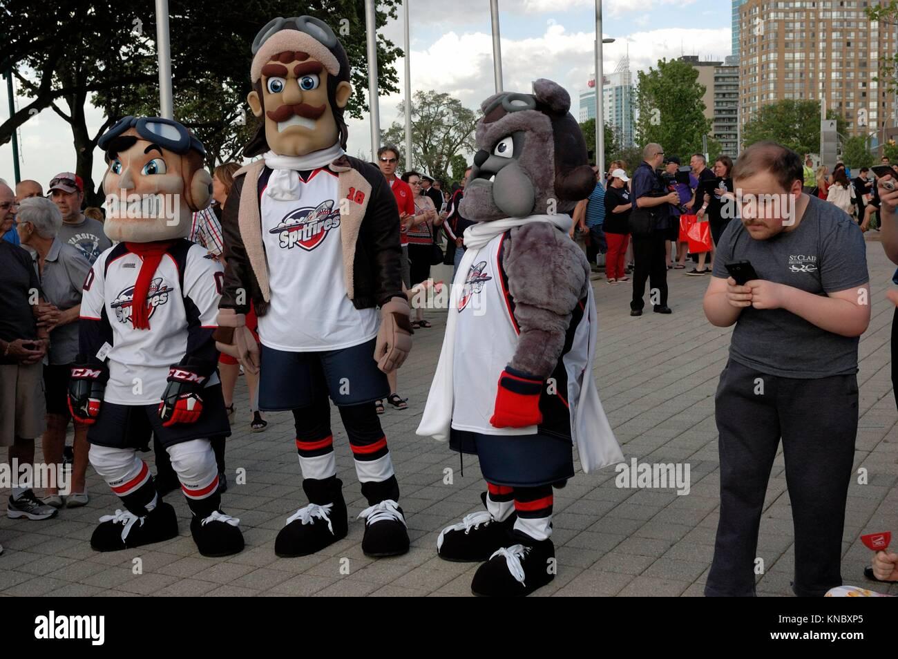 Hockey Mascot Stock Photos & Hockey Mascot Stock Images - Alamy