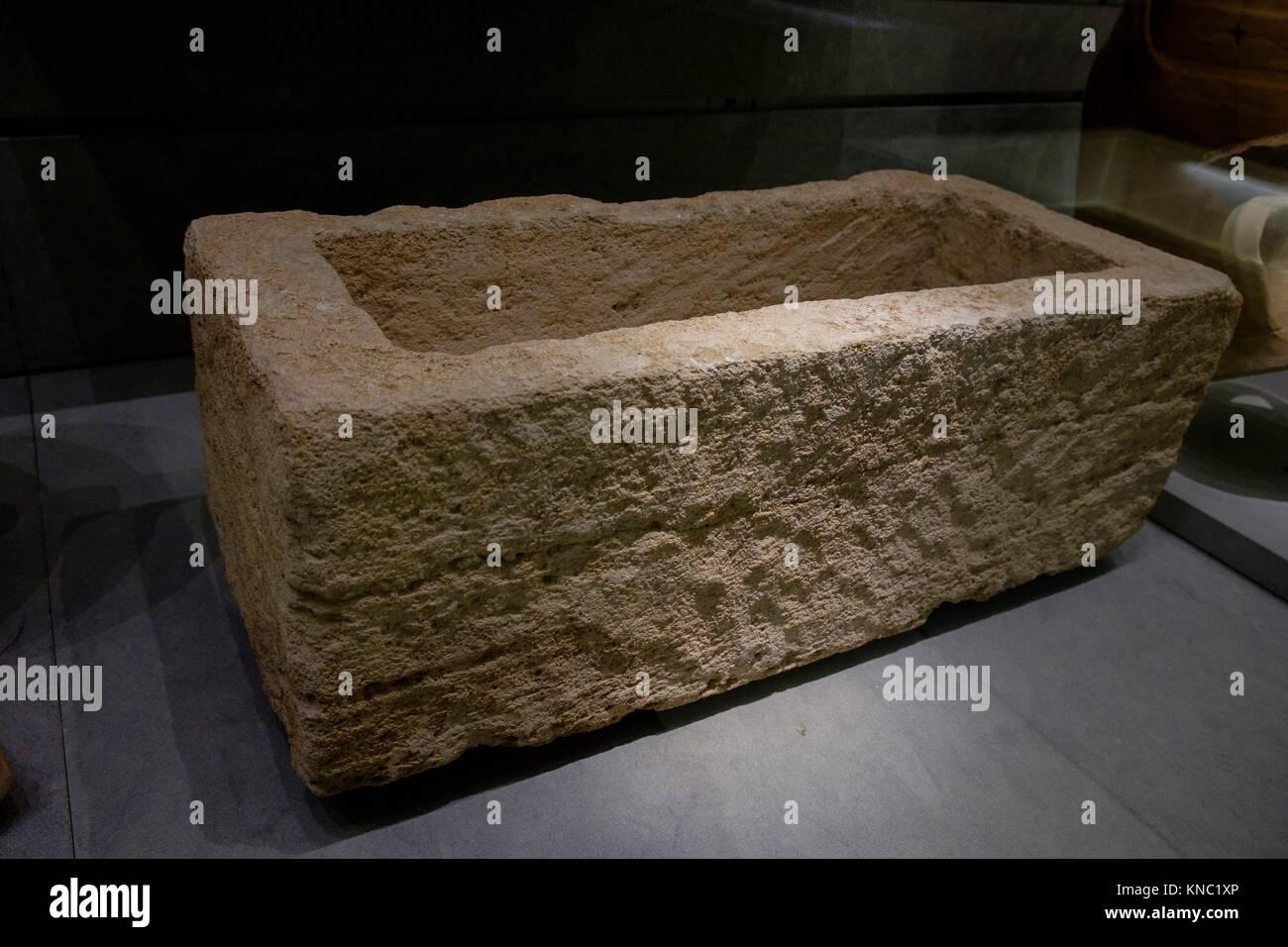 urna litica, 200-100 b.C., Ibiza and Formentera Archeological Museum, Patrimonio de la Humanidad «Ibiza, biodiversidad Stock Photo