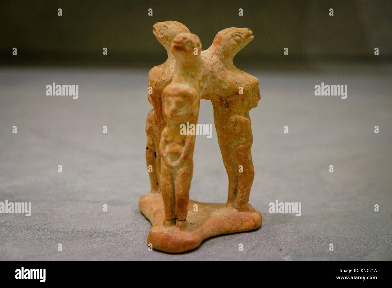 trípode con figuras femeninas, 525-450 b.C., Ibiza and Formentera Archeological Museum, Patrimonio de la Humanidad Stock Photo