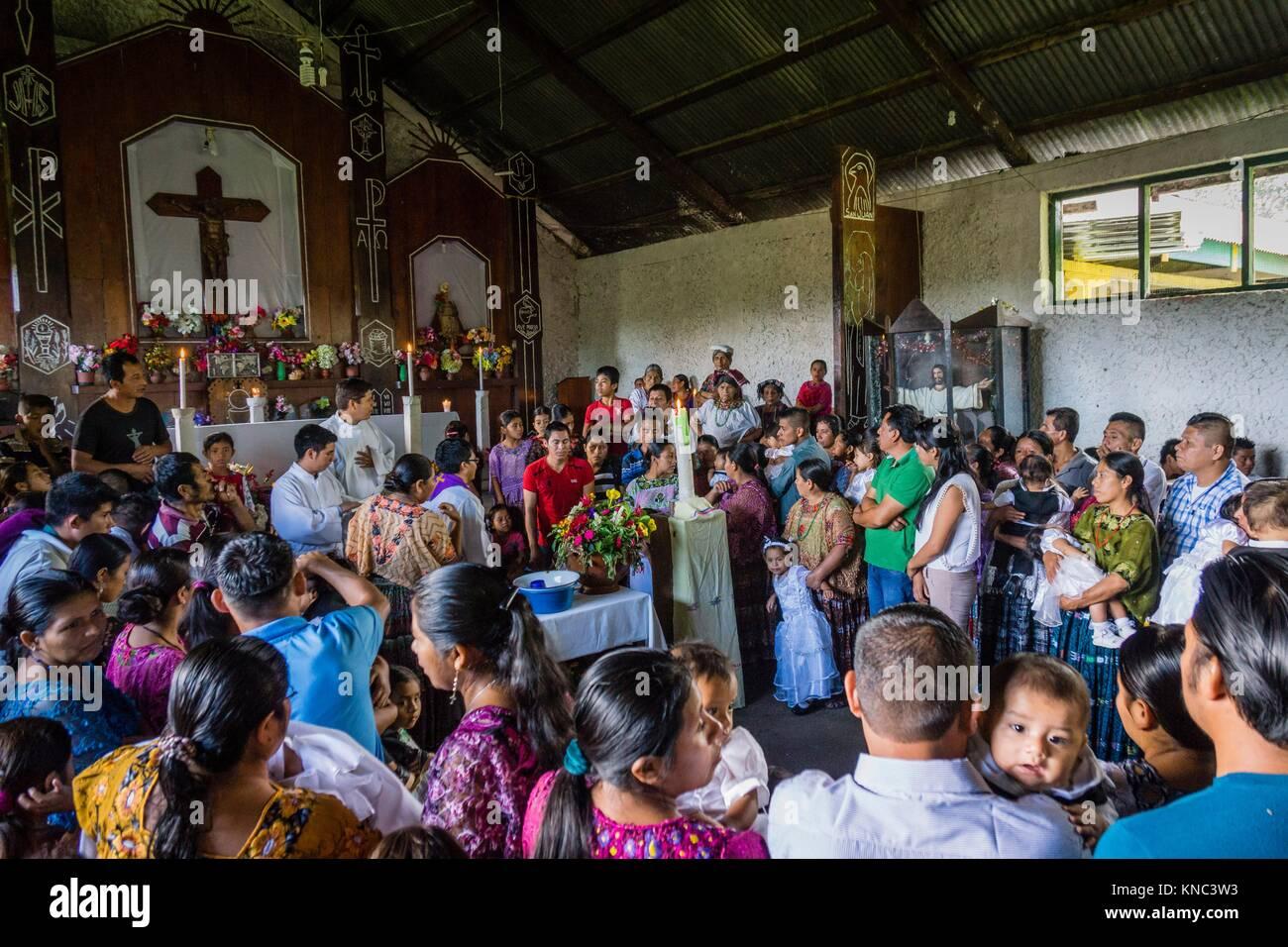 celebracion de nupcias comunitarias en Lancetillo, La Parroquia, zona Reyna, Quiche, Guatemala, Central America. - Stock Image