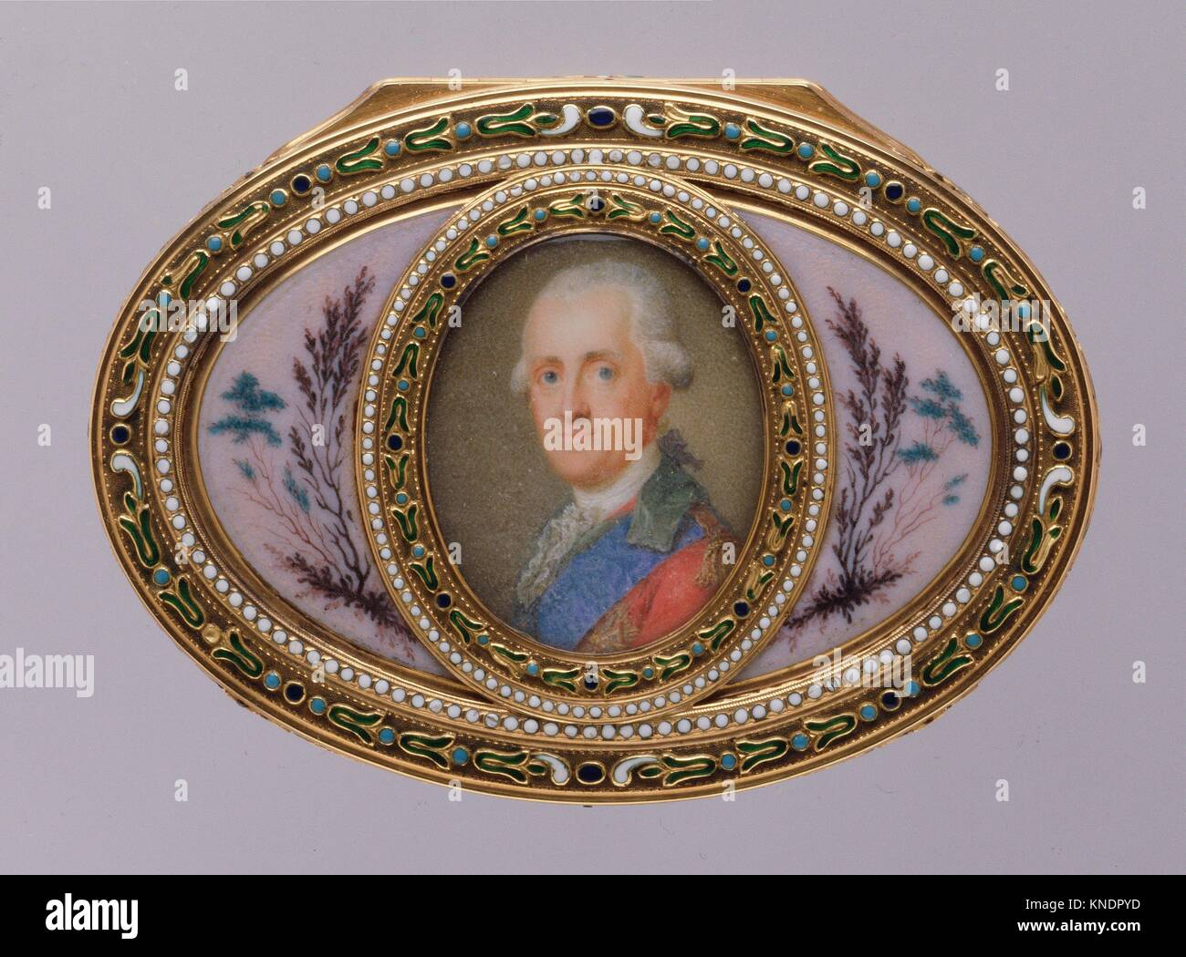 Snuffbox with portrait of a man, almost certainly Prinz Karl von Sachsen (1733-1796). Maker: Jean-Joseph Barrière - Stock Image