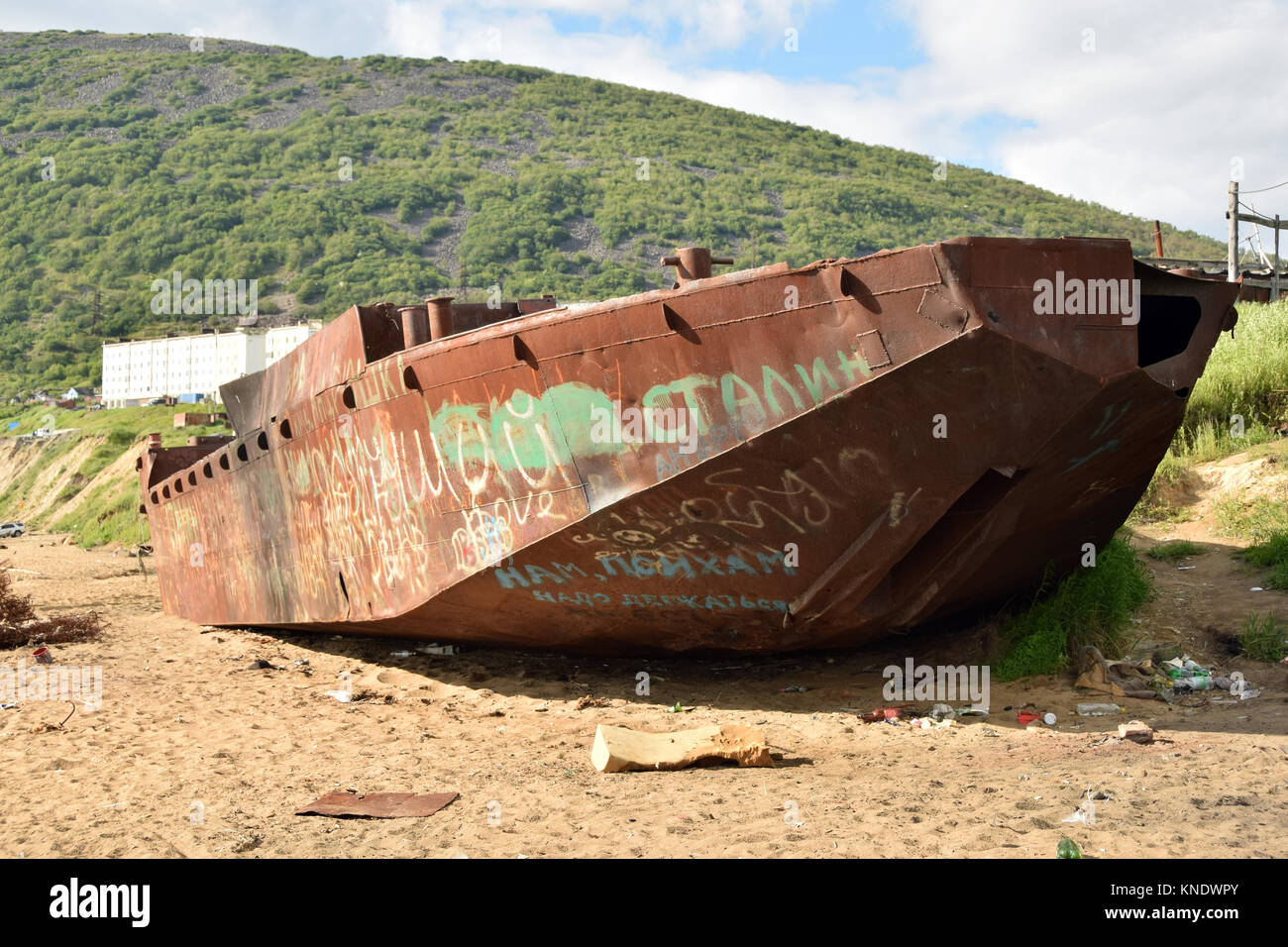 In Magadan, the wreck of a barge used to unload prisonners from the boats coming from Vladivostok at the time of - Stock Image