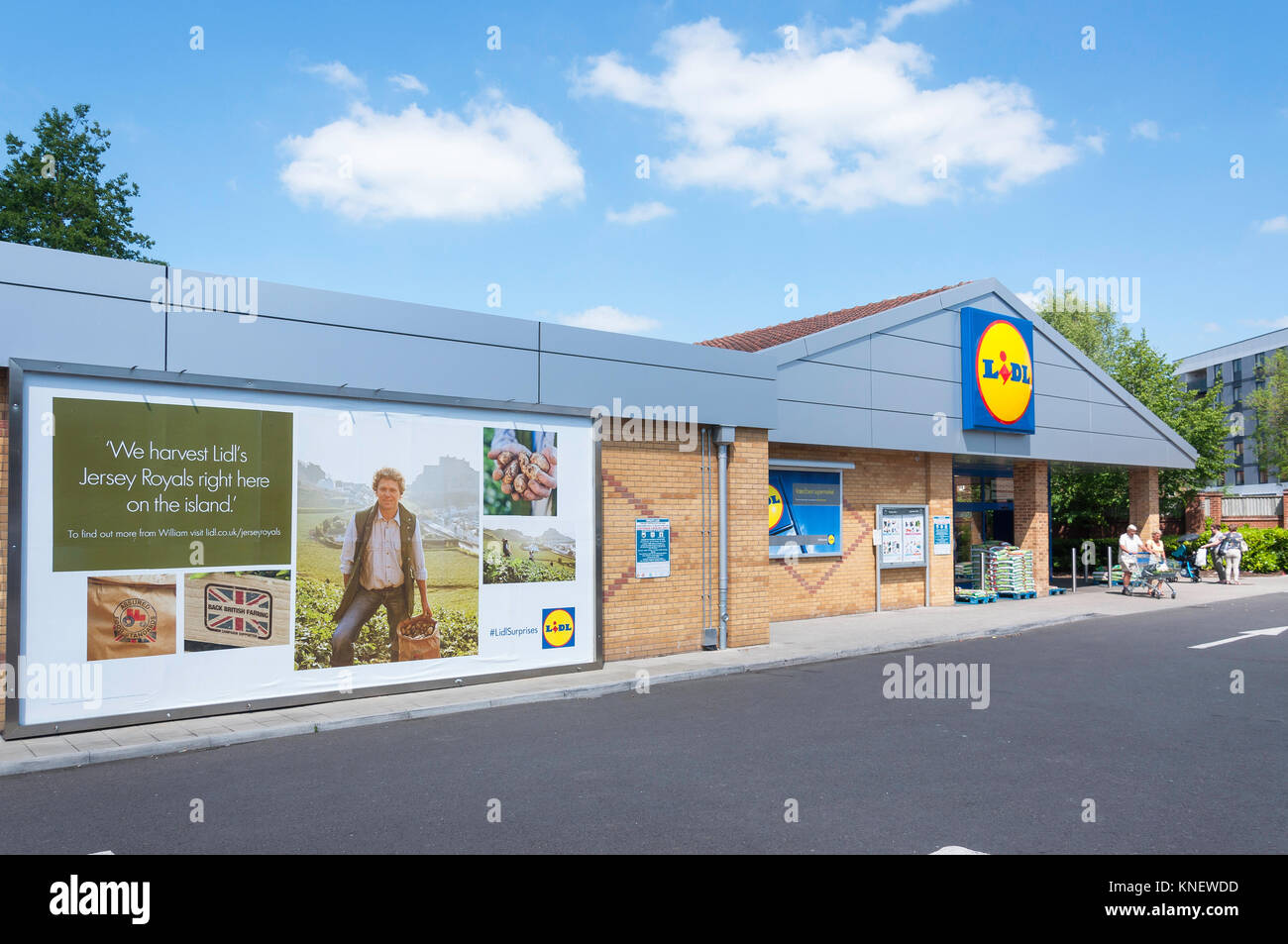 Lidl Supermarket, Western Avenue, Andover, Hampshire, England, United Kingdom - Stock Image