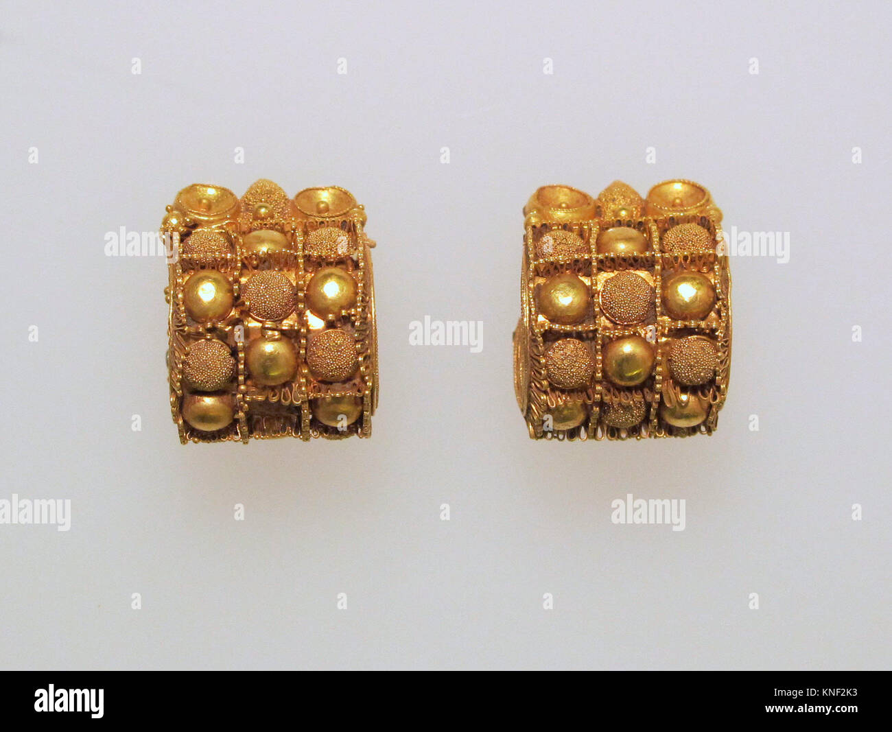 Earring, baule type. Date: 7th-5th Century B.C; Culture: Etruscan; Medium: Gold; Dimensions: Other (95.15.141): - Stock Image