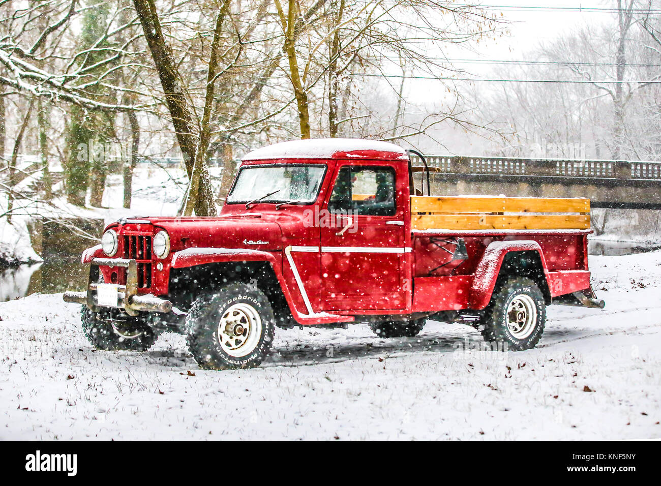 Red Truck Christmas High Resolution Stock Photography And Images Alamy