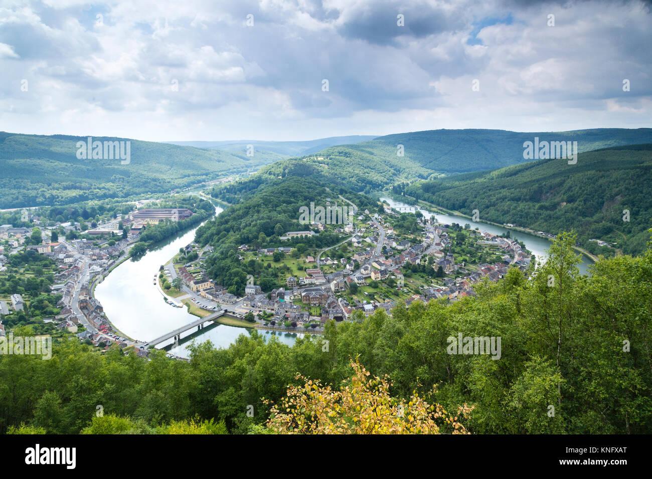 France, Ardennes (08), parc naturel régional des Ardennes, Monthermé, boucle de la Meuse // France, Ardennes, - Stock Image