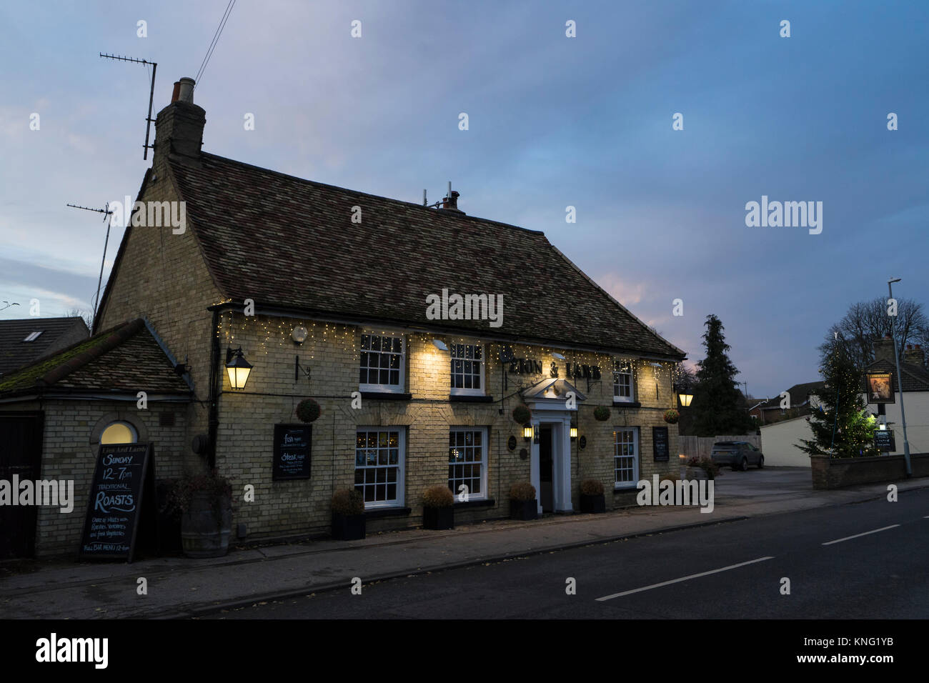 Lion and Lamb public house lit up at dusk on Milton high street - Stock Image