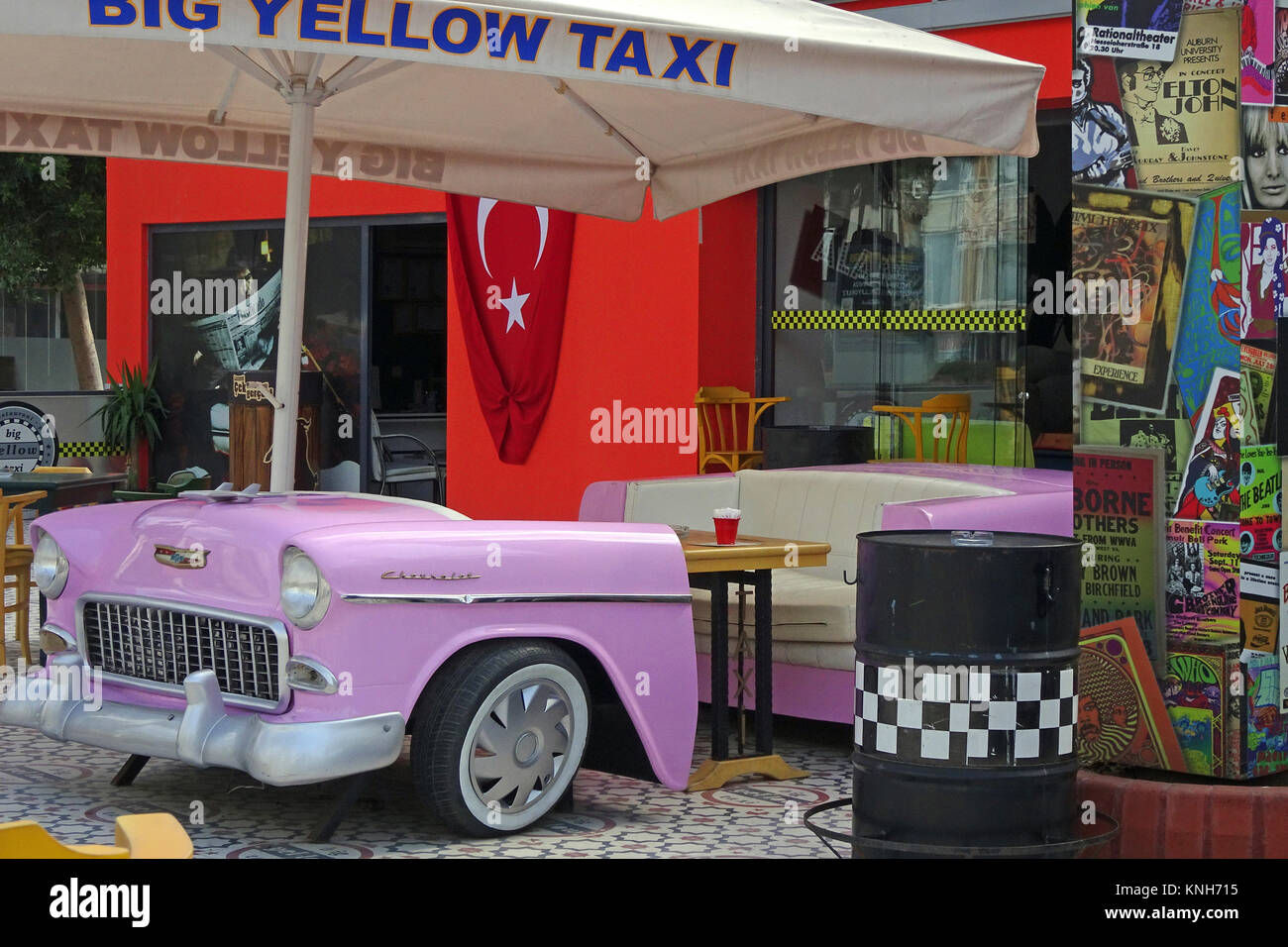 Stylistic Coffee shop with decorativ Oldtimer at Alanya city, turkish riviera, Turkey - Stock Image