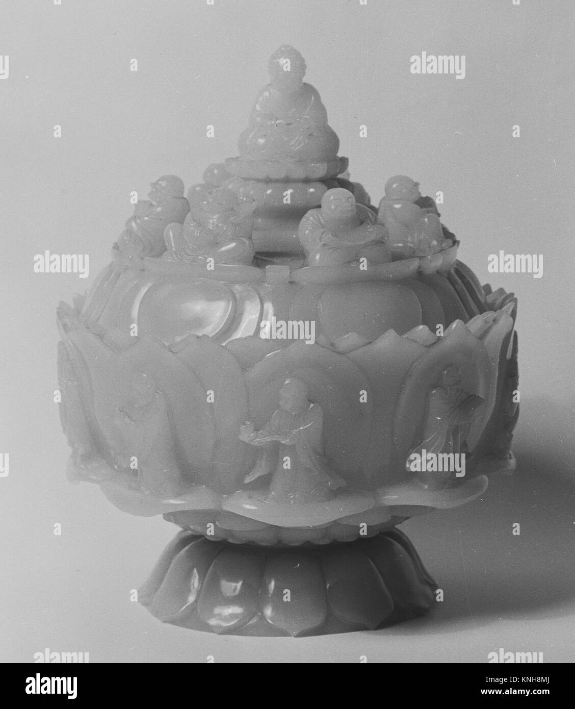 Covered bowl. Period: Qing dynasty (1644-1911), Qianlong period (1736-95); Culture: China; Medium: Jade; Dimensions: - Stock Image