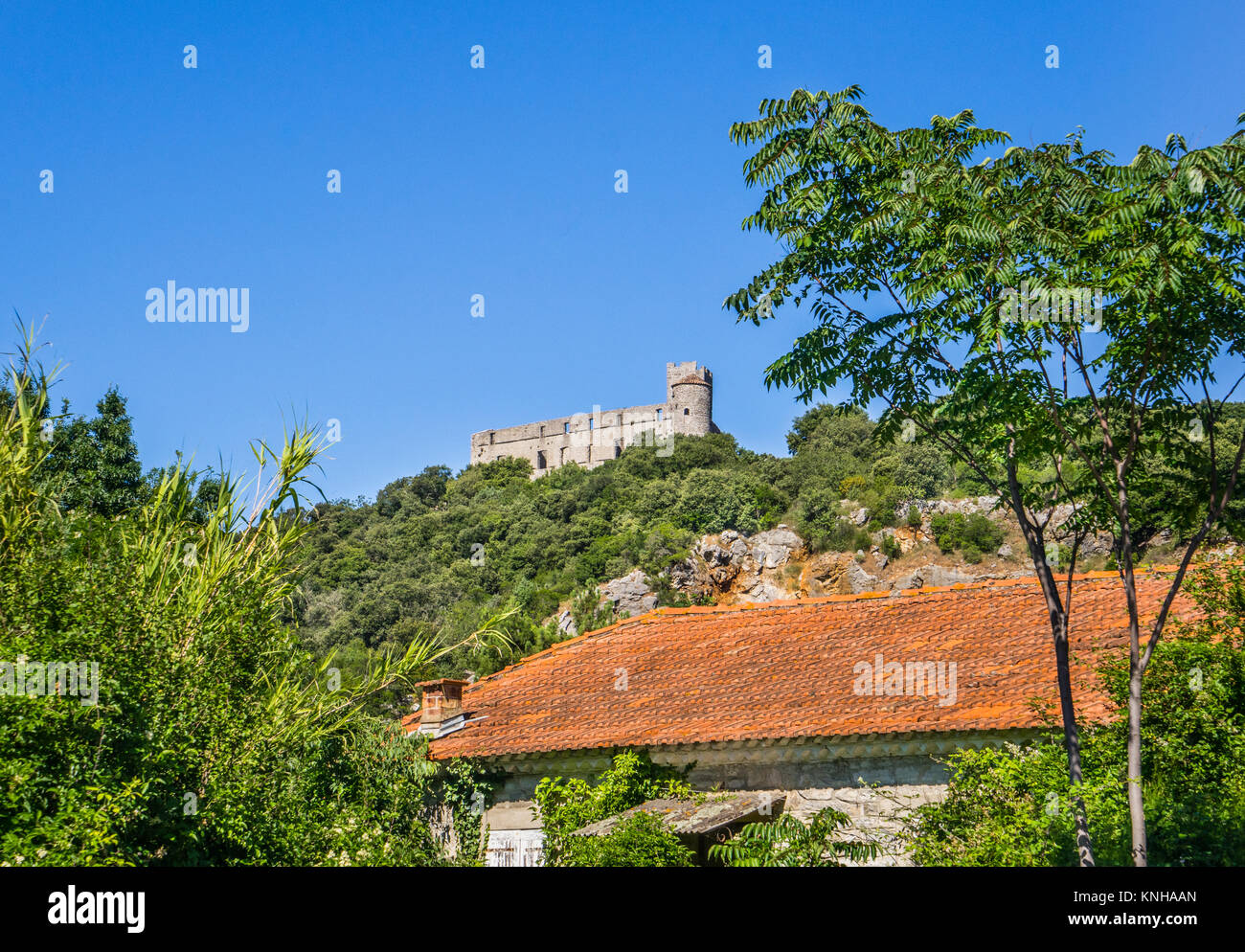 France, Region Occitanie, Gard department,  the ruin of Chateau de Tornac seen from the village of La Madeleine - Stock Image