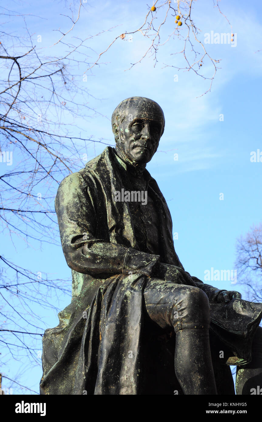 Bronze statue of the political reformer John Cartwright (by George Clarke), Cartwright Gardens, Bloomsbury, London, - Stock Image