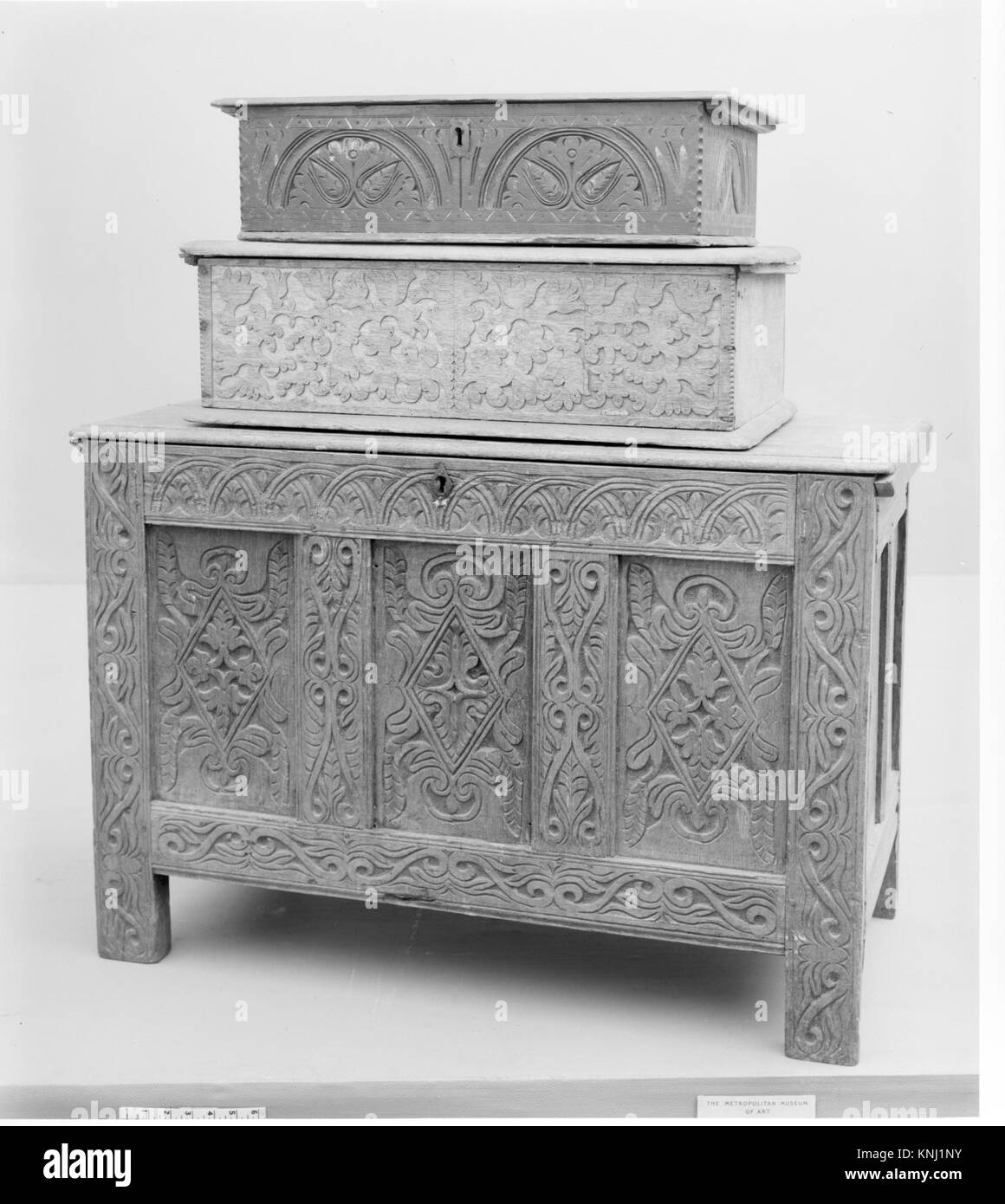 Box MET 7820 1989 Maker: Attributed to the Searle-Dennis shop tradition, Chest, 1670?90, Red oak, white oak, 28 Stock Photo