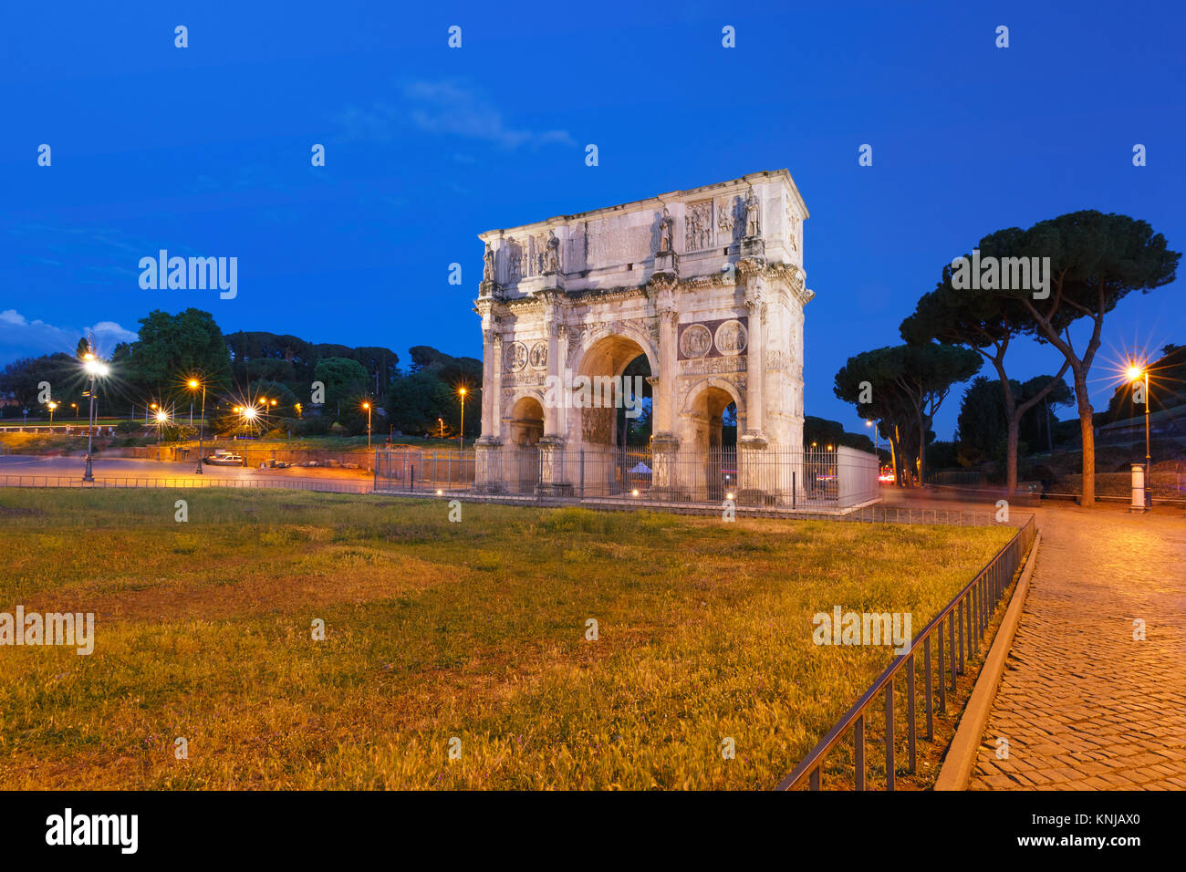 The Arch of Titus at night, Rome, Italy. - Stock Image