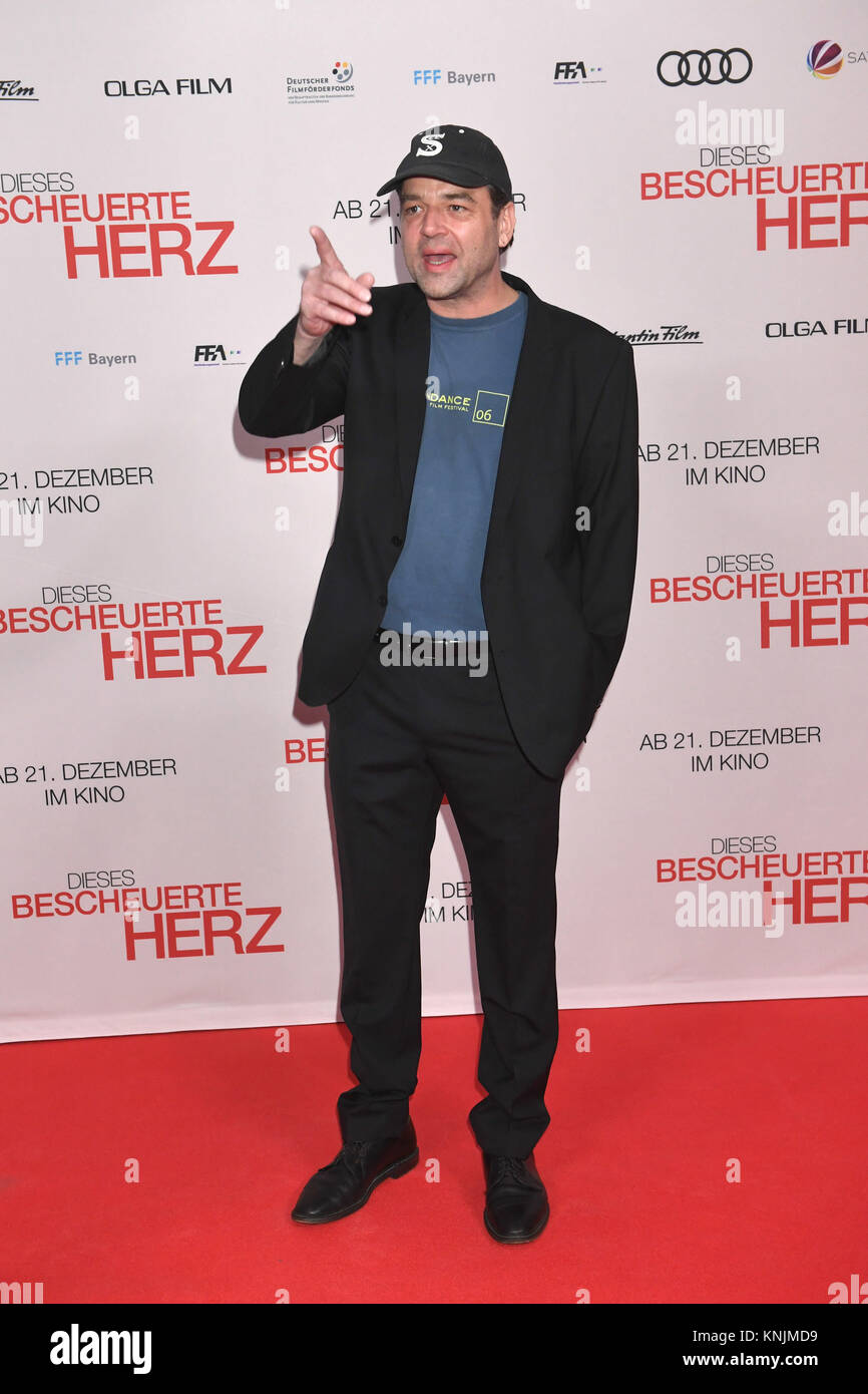 "Munich, Germany. 11th Dec, 2017. Director Marc Rothemund arrives to the world premiere of ""Dieses bescheuerte Herz"" Stock Photo"