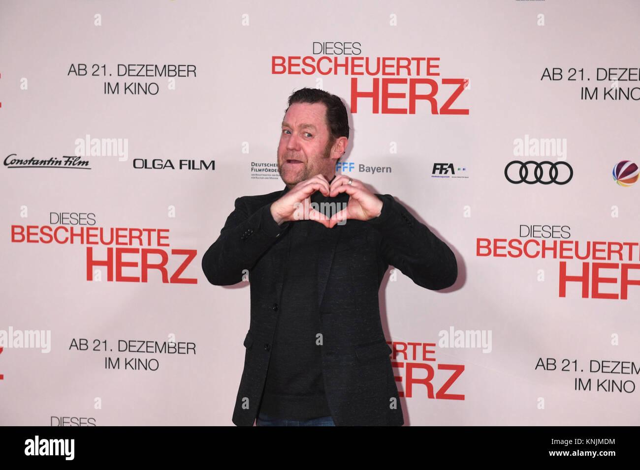 """Munich, Germany. 11th Dec, 2017. Actor Juergen Tonkel arrives to the world premiere of """"Dieses bescheuerte Herz"""" Stock Photo"""