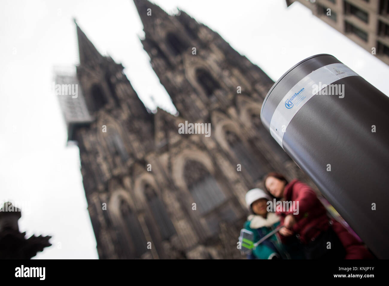 Cologne, Germany. 12th Dec, 2017. Bollards stand in front of the Cologne Cathedral in Cologne, Germany, 12 December - Stock Image
