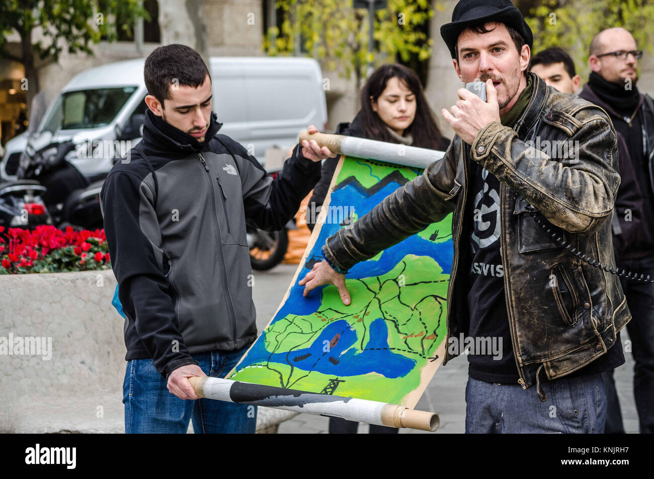 Barcelona, Catalonia, Spain. 12th Dec, 2017. A protester points out a poster with the map of Europe to display the - Stock Image