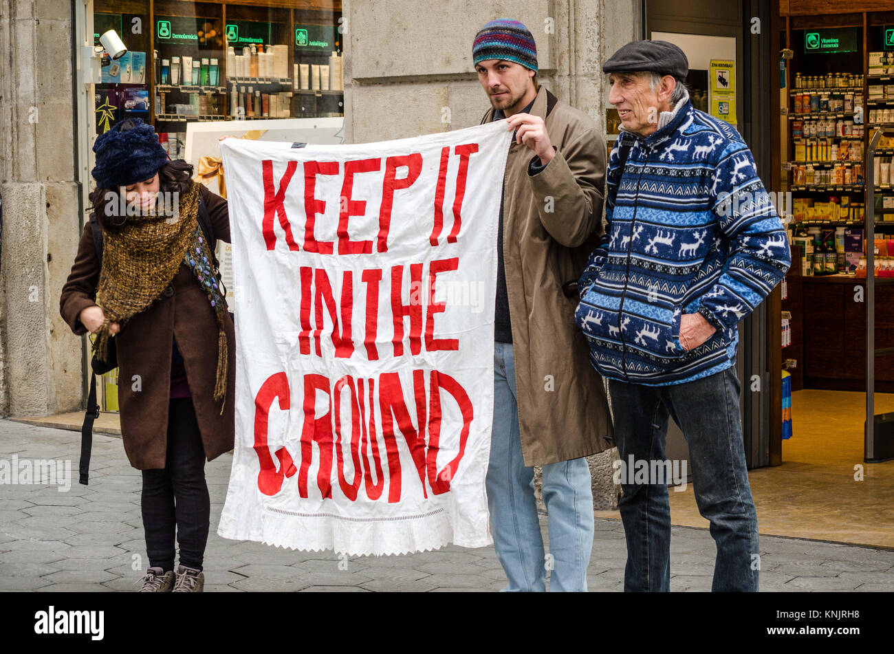 Barcelona, Catalonia, Spain. 12th Dec, 2017. Several demonstrators seen with a banner in favour of renewable energies. - Stock Image