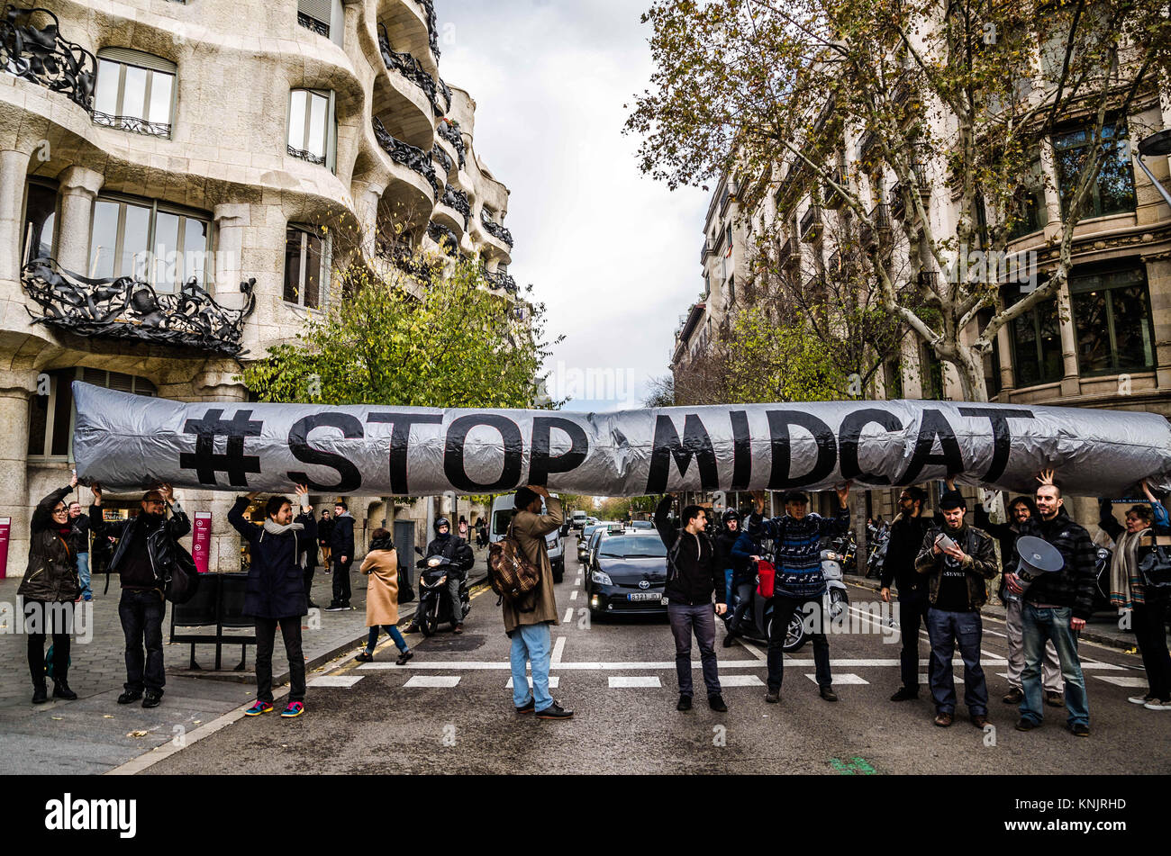 Barcelona, Catalonia, Spain. 12th Dec, 2017. Several activists seen showing an inflatable globe with the text ''STOP - Stock Image