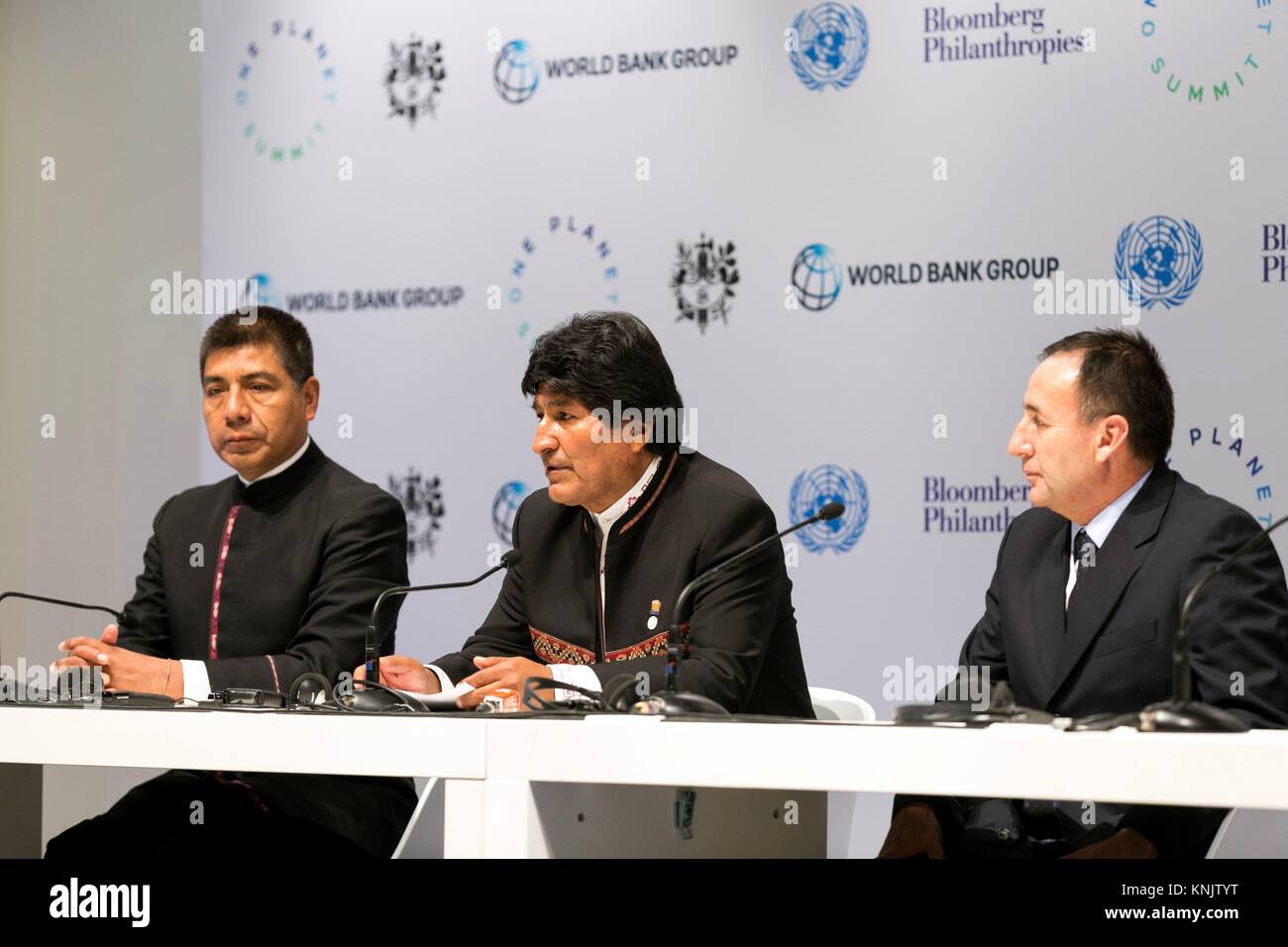 Paris, Francia. 12th Dec, 2017. Bolivian President Evo Morales (C) delivers a press conference on the occasion of - Stock Image