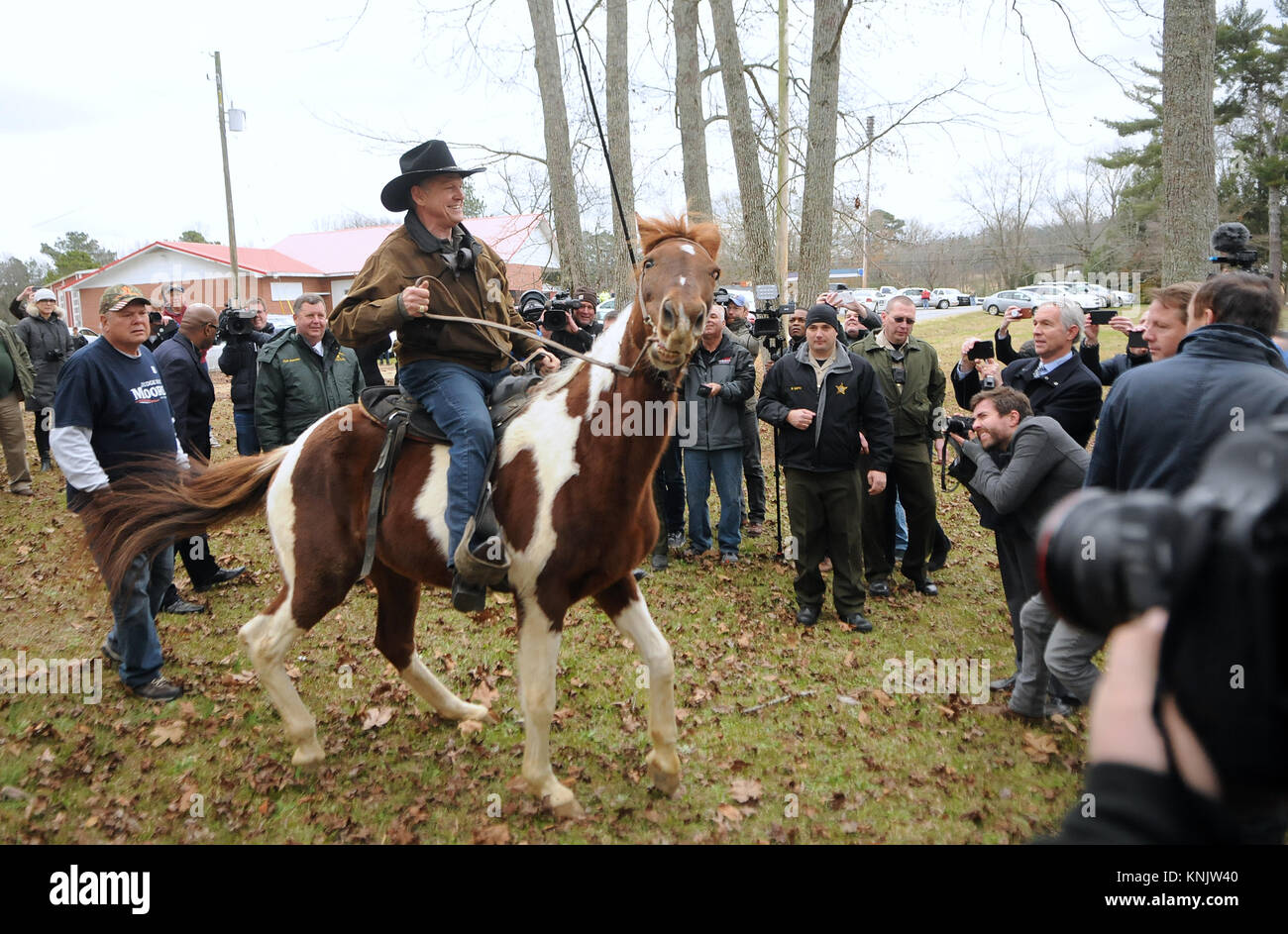 Gallant, United States. 12th Dec, 2017. Judge Roy Moore departs on horseback after voting at the polling station - Stock Image