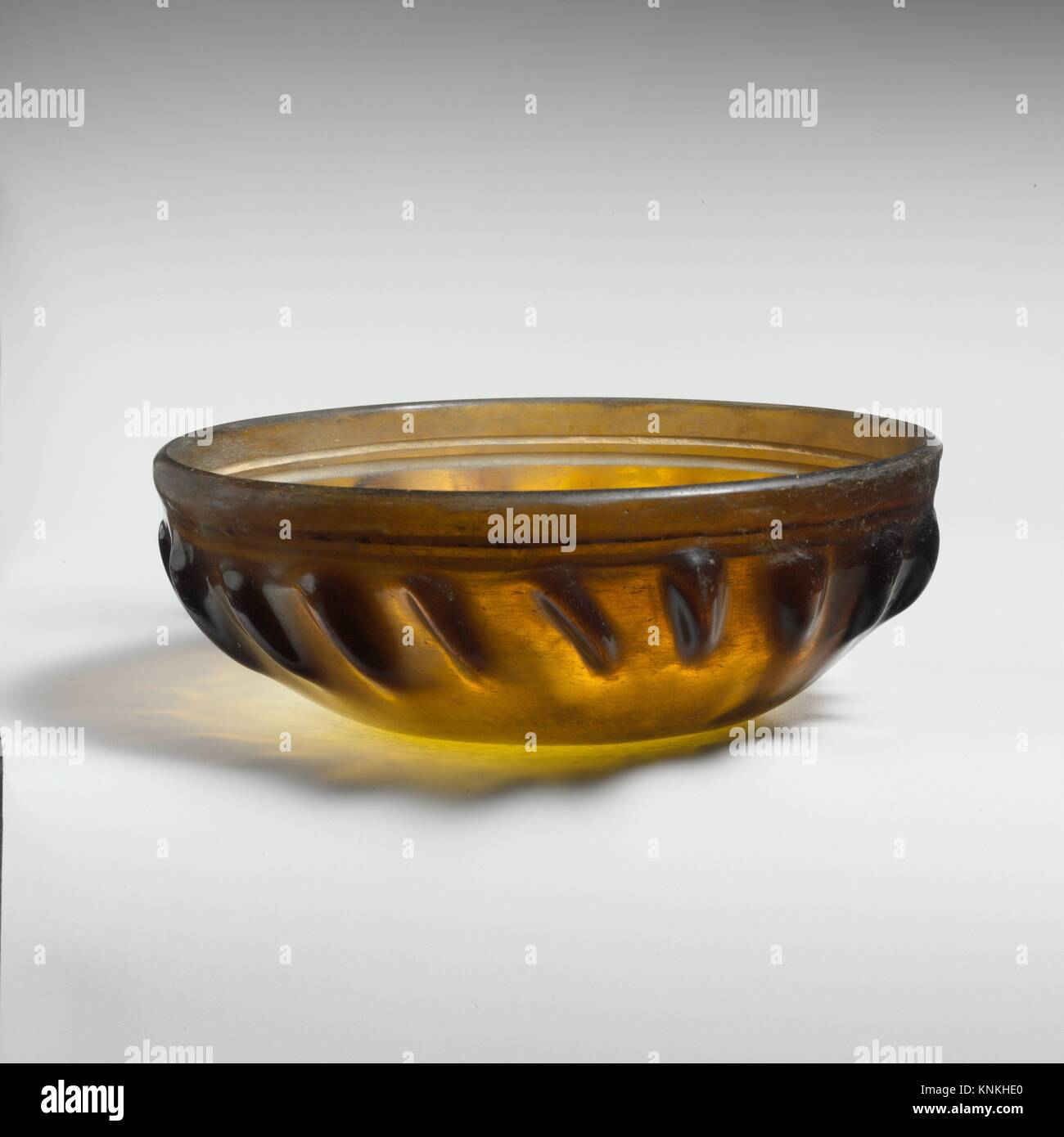 Glass ribbed bowl. Period: Late Hellenistic; Date: 1st century B.C; Culture: Greek, Eastern Mediterranean; Medium: - Stock Image