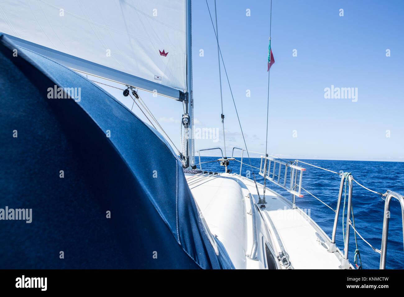 Segelboot auf dem atlantischen Ozean - Sailboot on the atlantic ocean - Stock Image