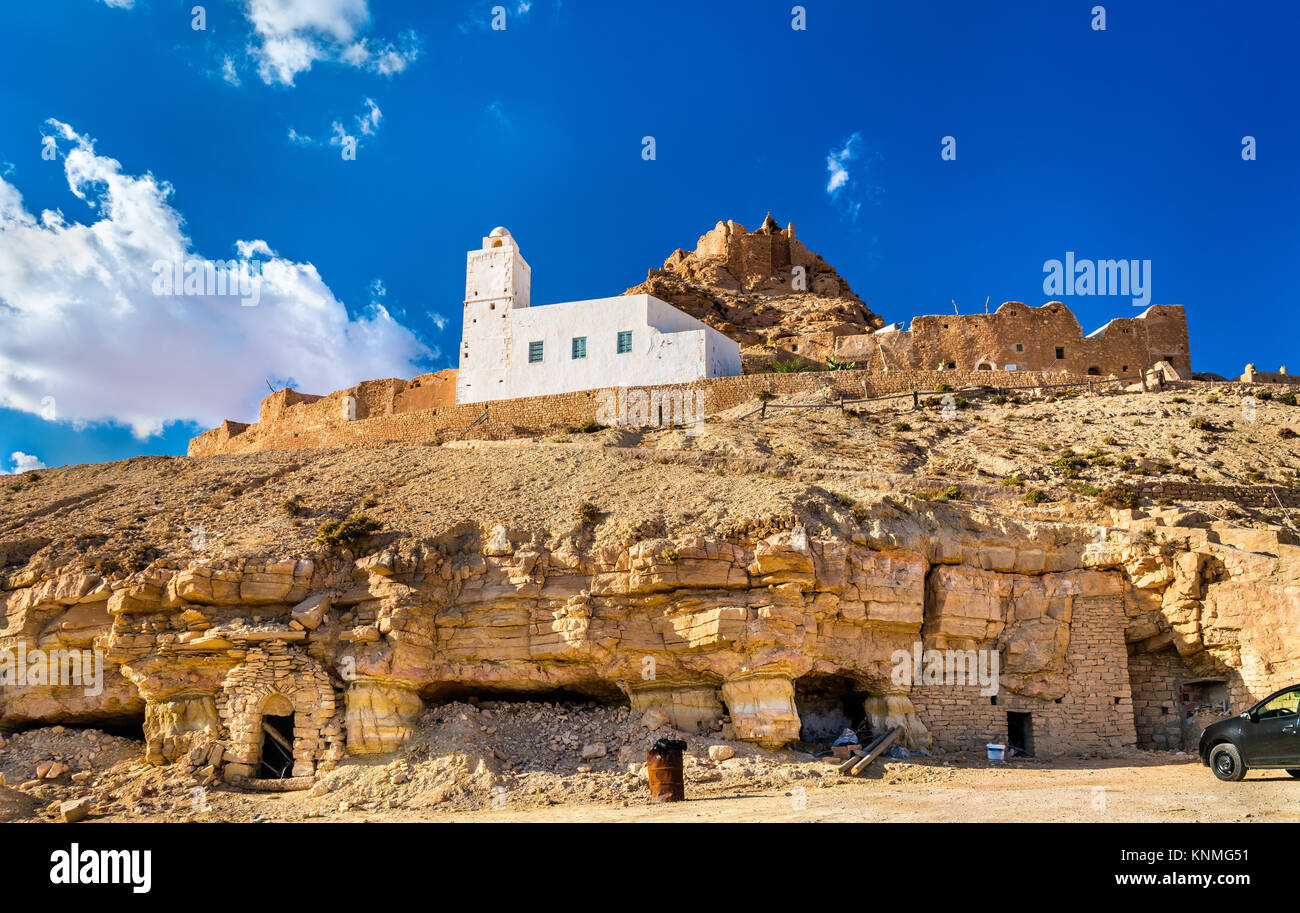 View of Doiret, a hilltop-located berber village in South Tunisia - Stock Image