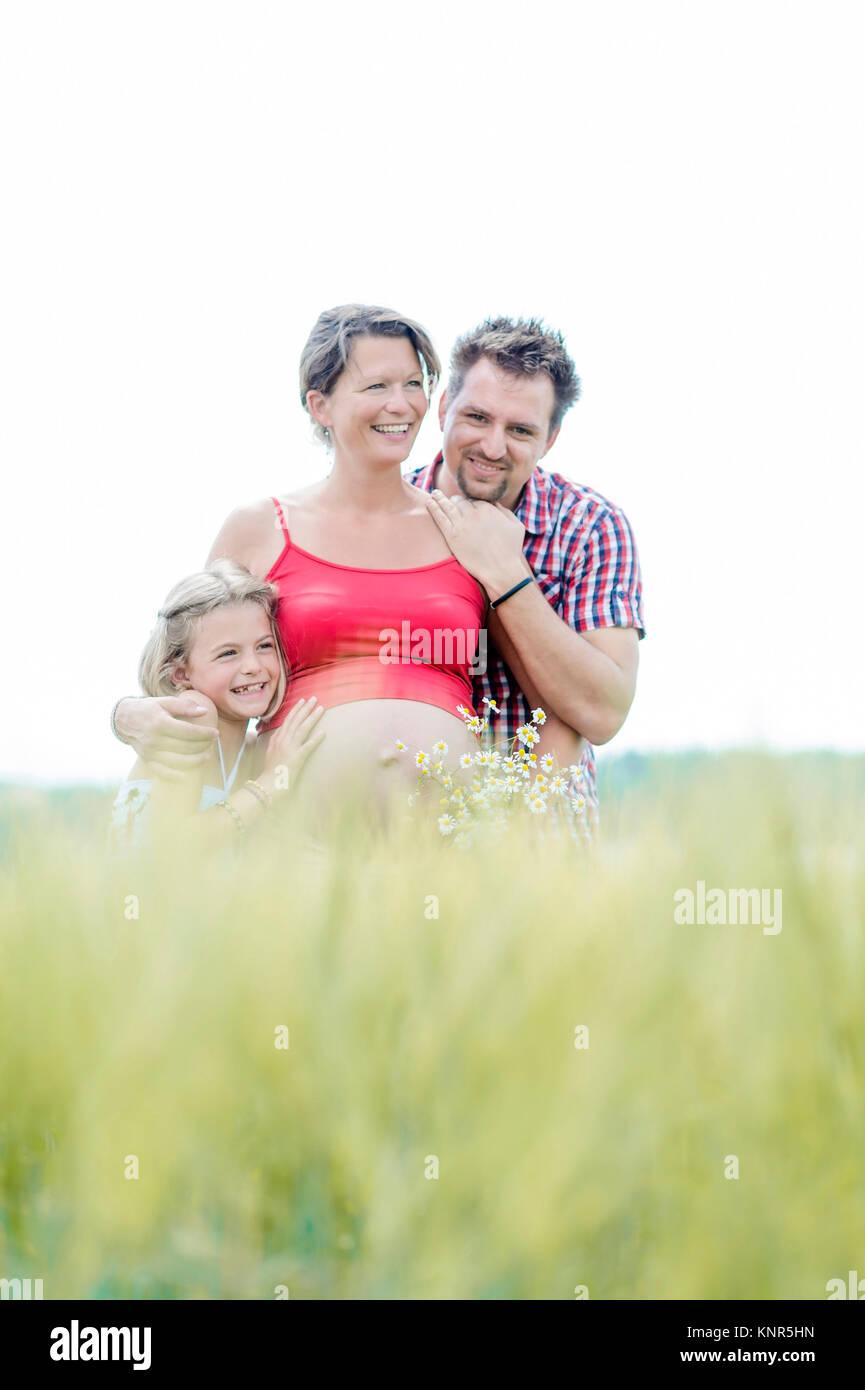 Schwangere Frau mit Mann und Tochter - pregnant woman with family Stock Photo