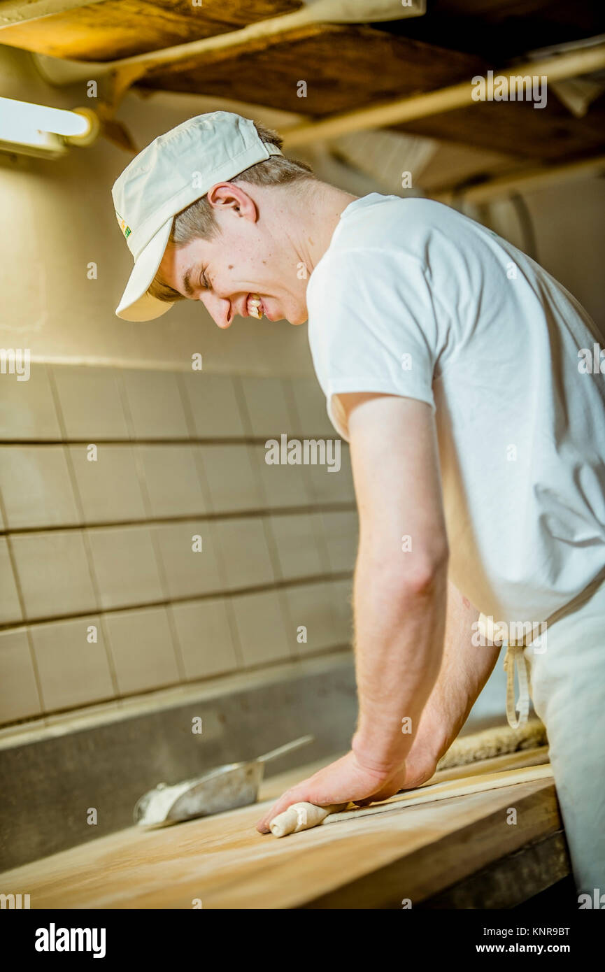 Baecker beim Brotbacken - baker - Stock Image