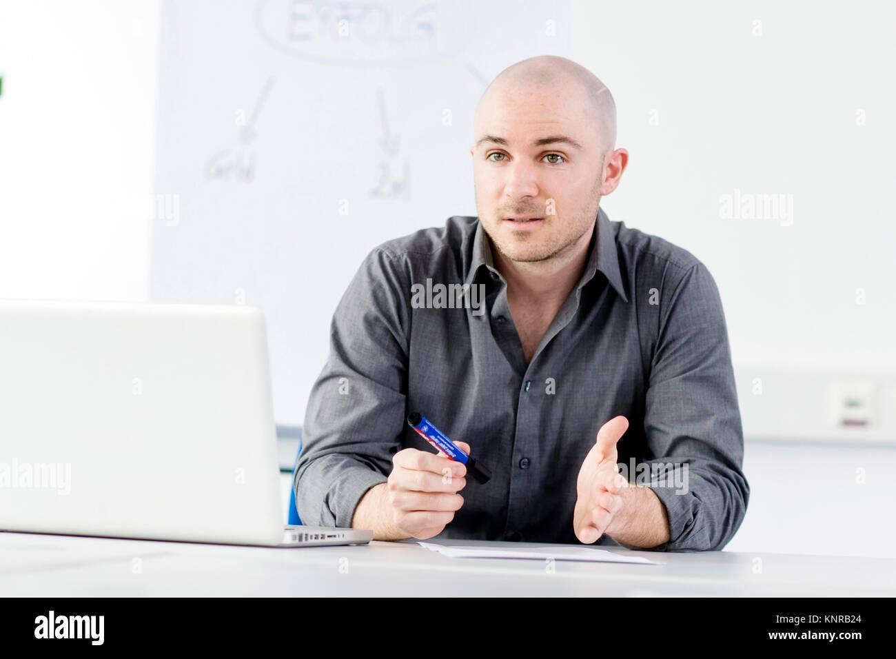 Mann im Buero - man in office - Stock Image