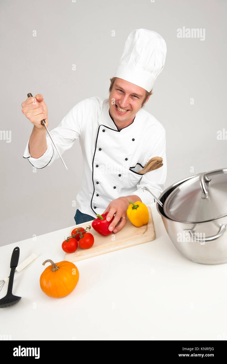 Koch bereitet Gemuese zu Stock Photo