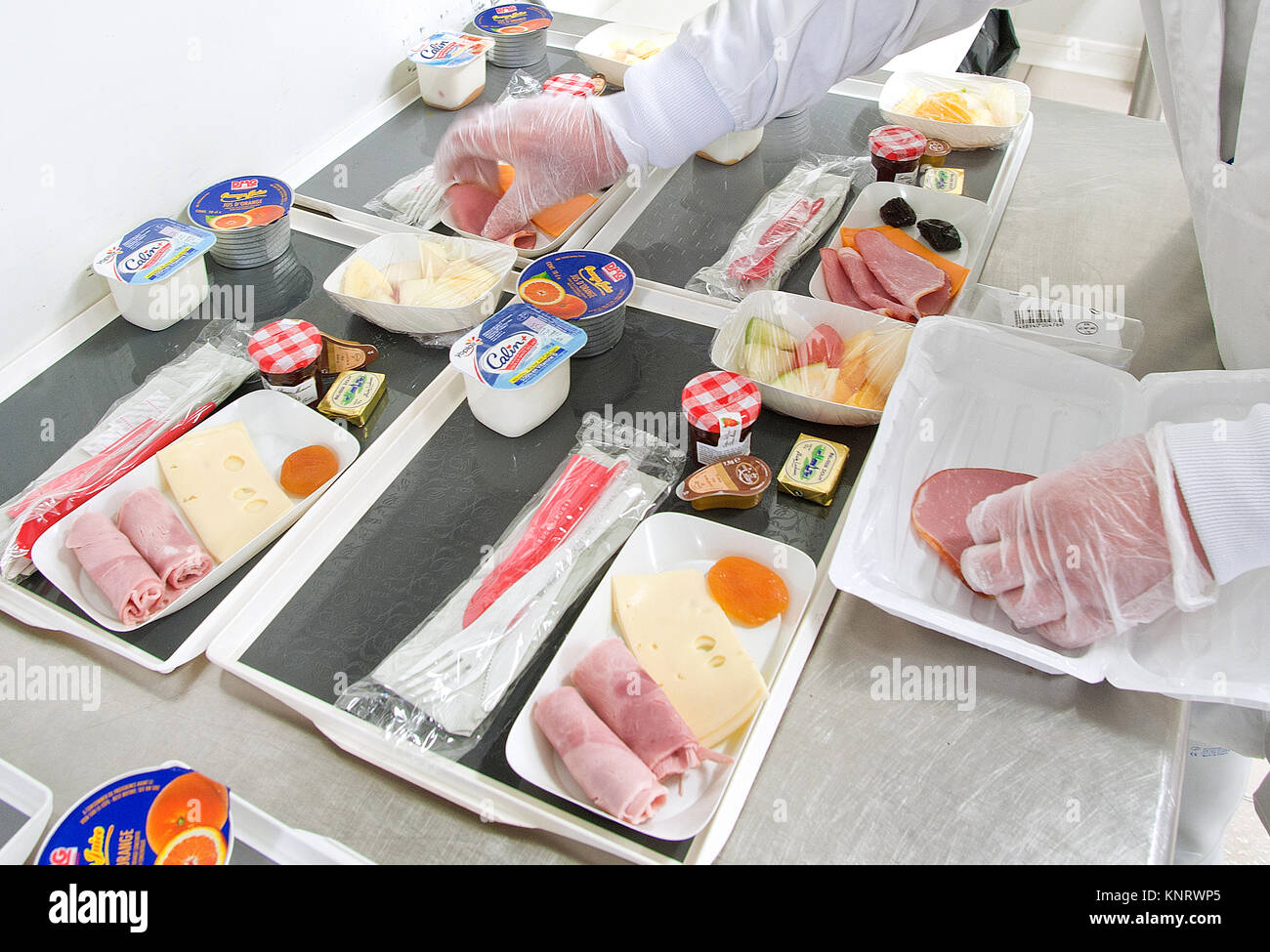 Lille (northern France): preparation of food trays at Lille-Lesquin Airport. - Stock Image
