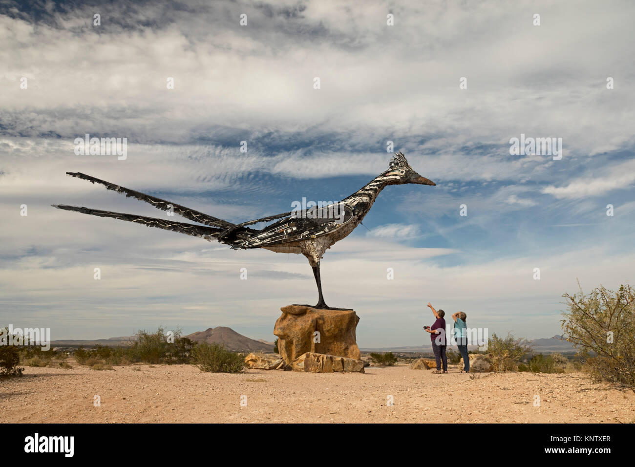 Las Cruces, New Mexico - The Las Cruces Roadrunner, a 20-foot tall sculpture made from recycled materials by artist - Stock Image