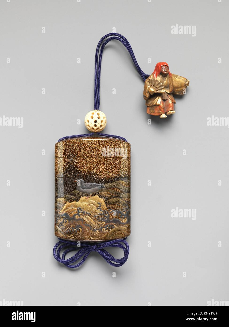 Case (Inro) with Design of Bird on Standing on Rocks (obverse) Bird Flying above Waves (reverse). Period: Edo period - Stock Image