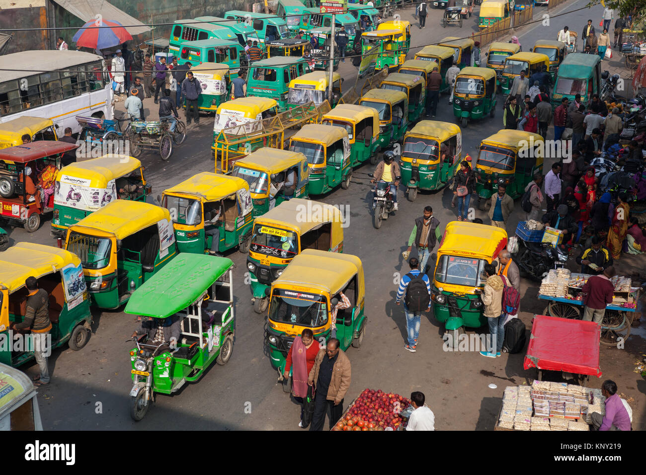 A street in Lucknow congested with traffic - Stock Image