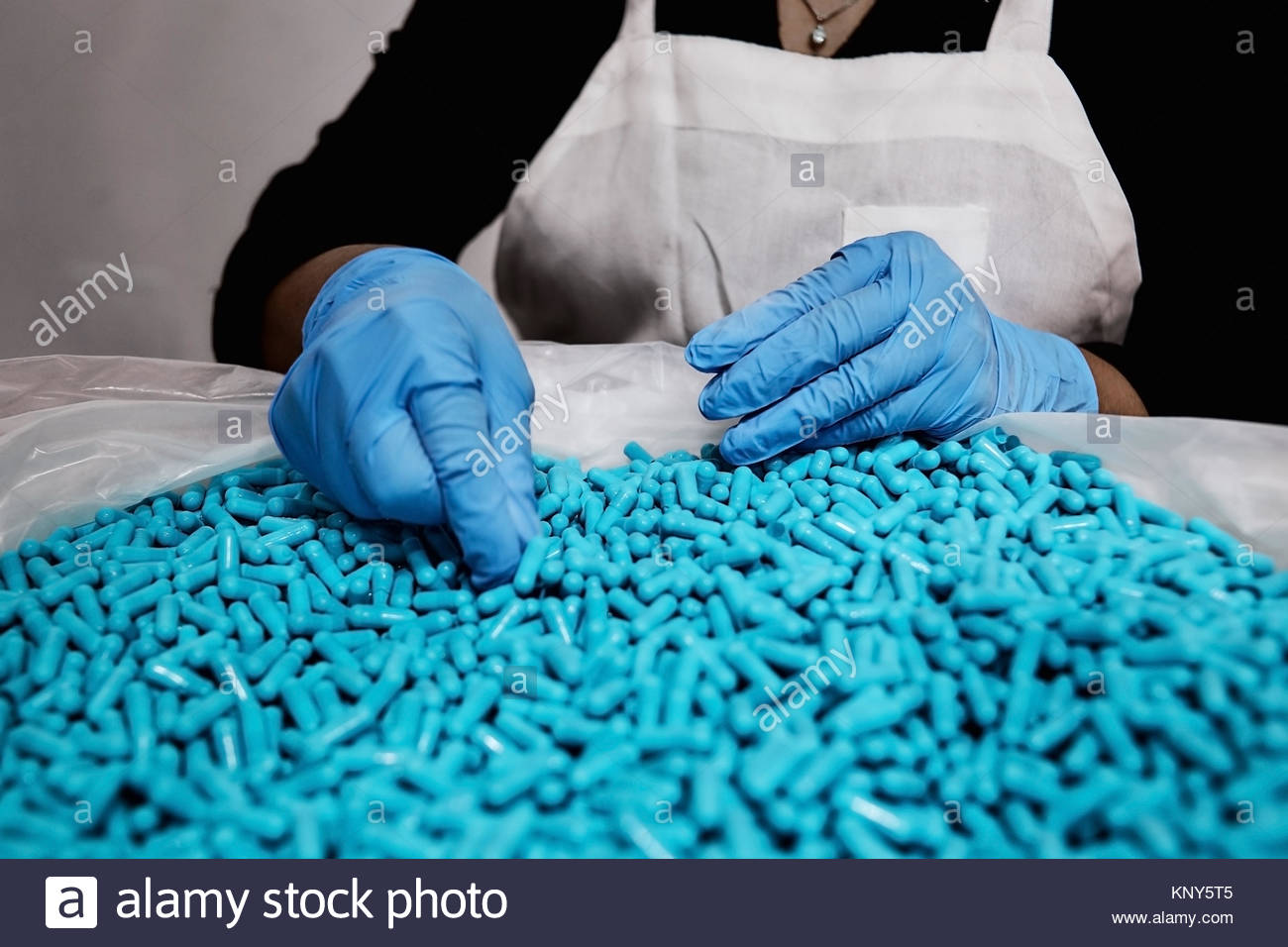 pharmaceutical nutraceutical formulation compound capsules powder packaging - Stock Image