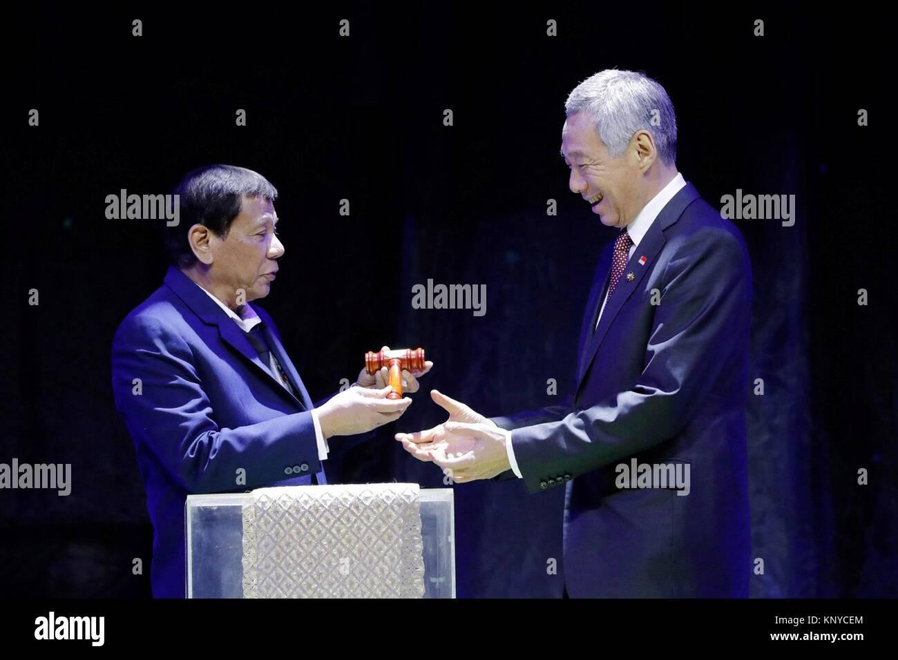 Philippine President Rodrigo Duterte, left, hands over the gavel to Singaporean Prime Minister Lee Hsien Loong to - Stock Image