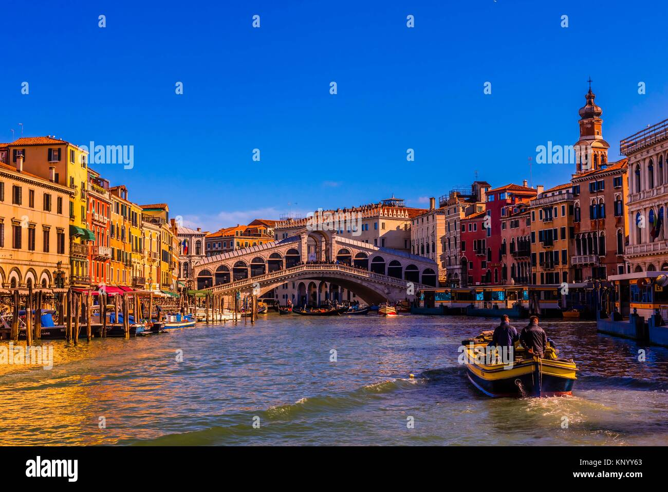 The Grand Canal with the Rialto Bridge in background, Venice, Italy. - Stock Image
