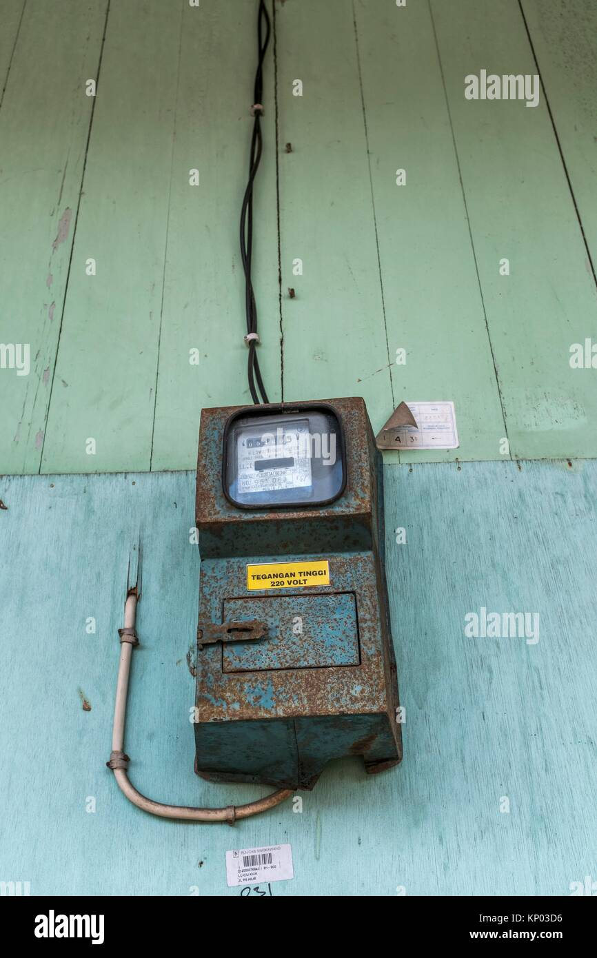 Electric Meter On House : Old fashioned electric meter stock photos
