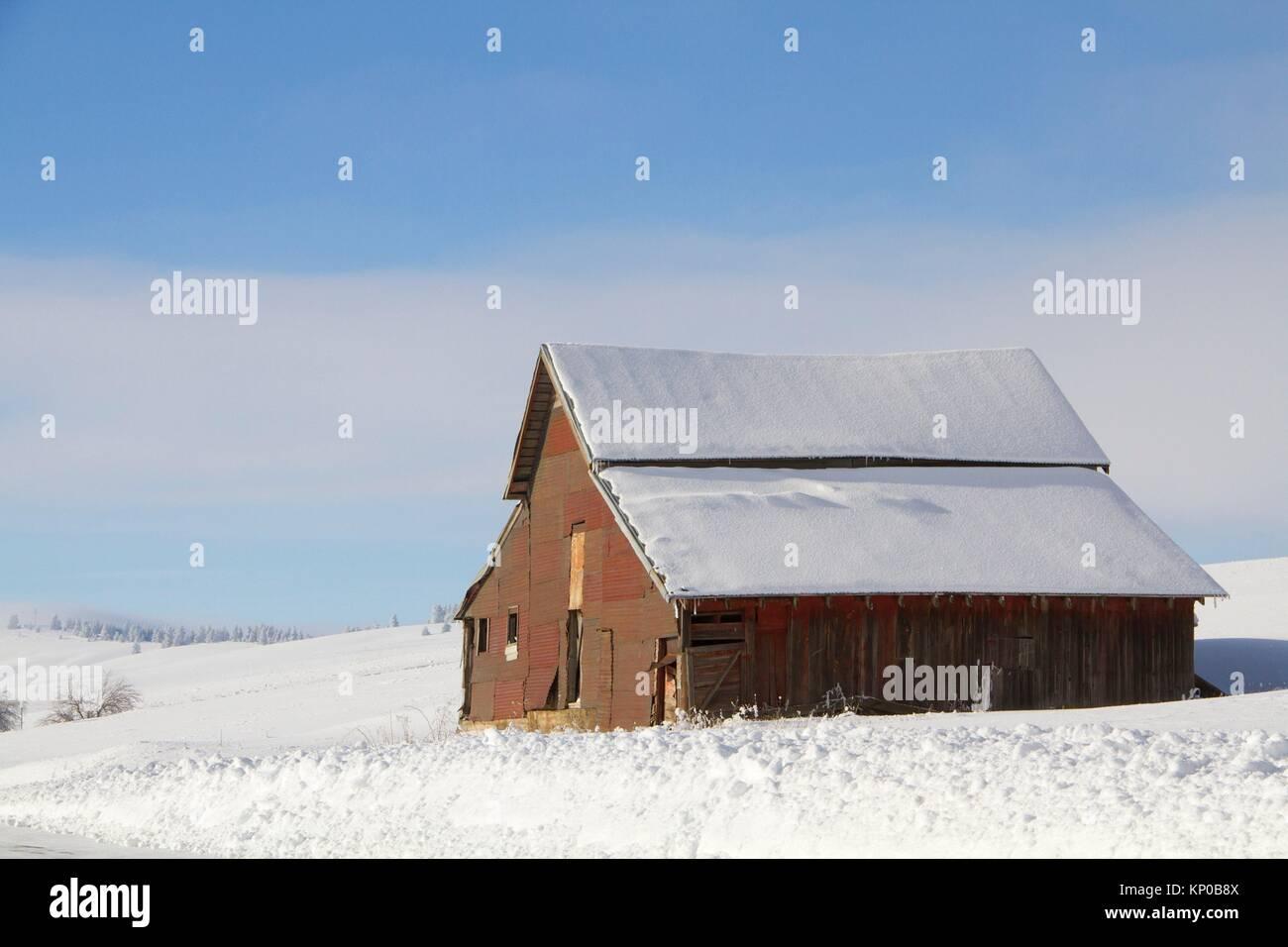 A barn in the Palouse in the winter near Fairfield, Washington, USA. - Stock Image