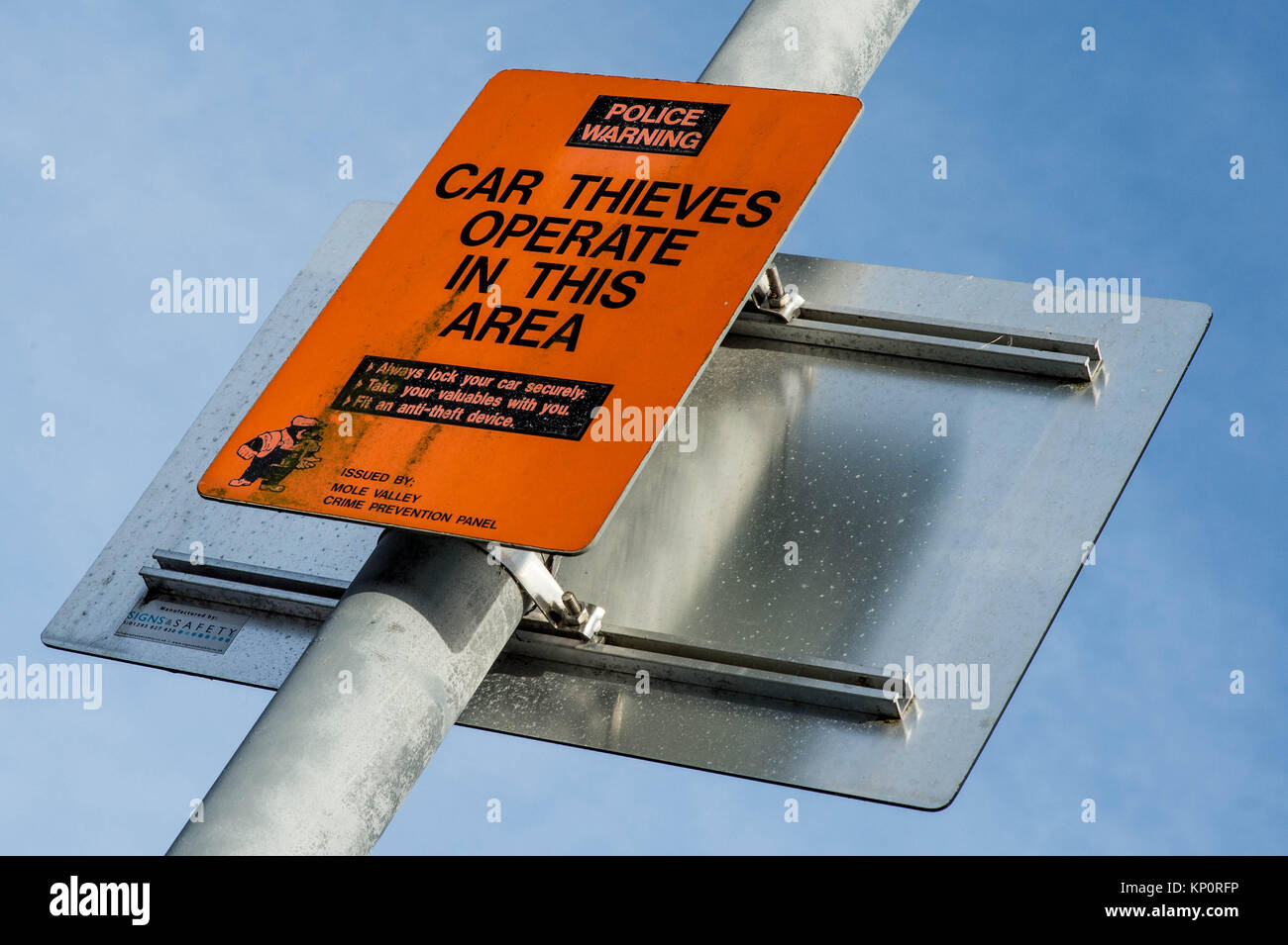 Police Warning Notice on Car Thieves - Stock Image