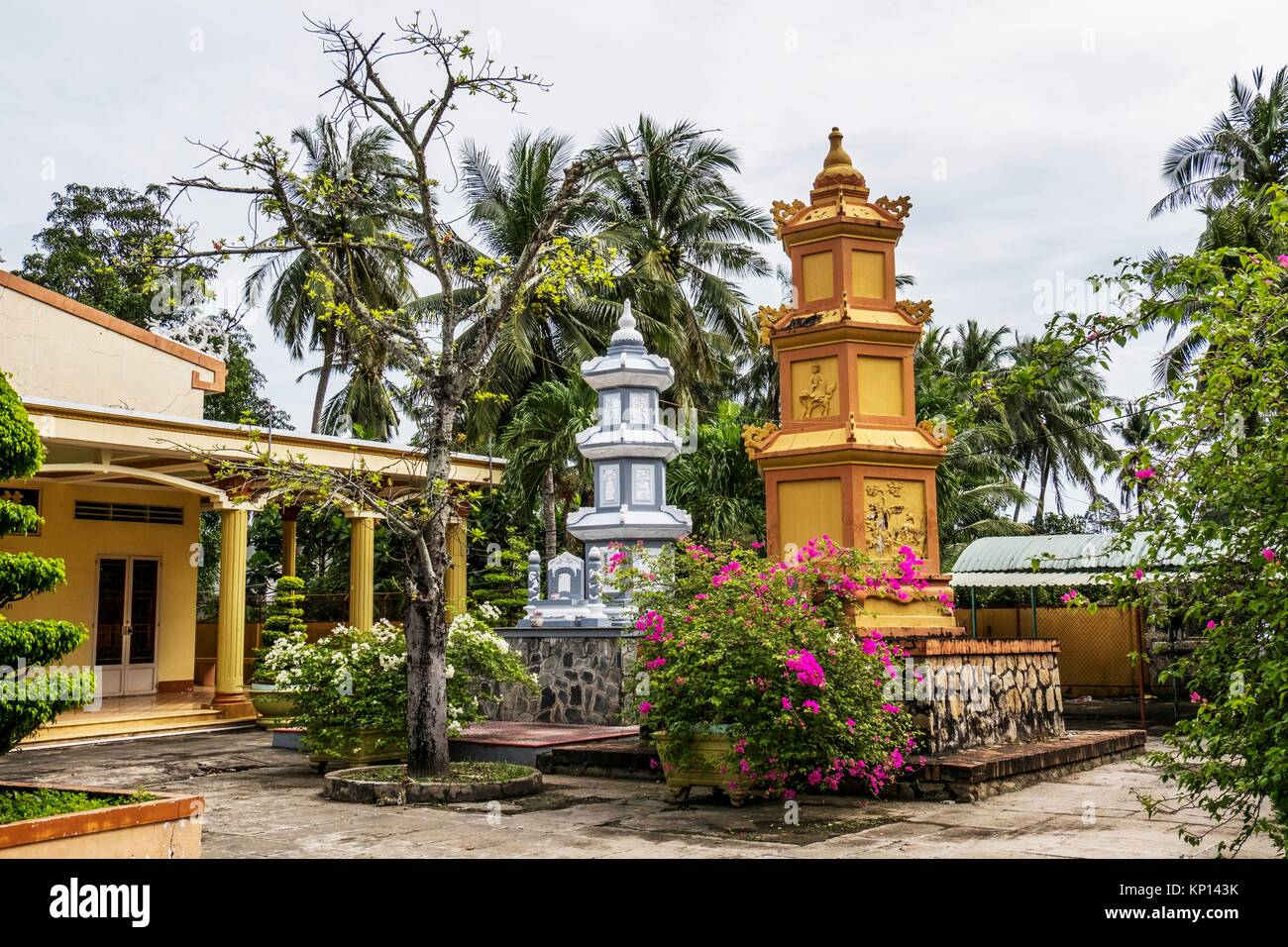 Vietnam, My Tho, Mekong Delta river area. Vinh Trang Pagoda complex. - Stock Image