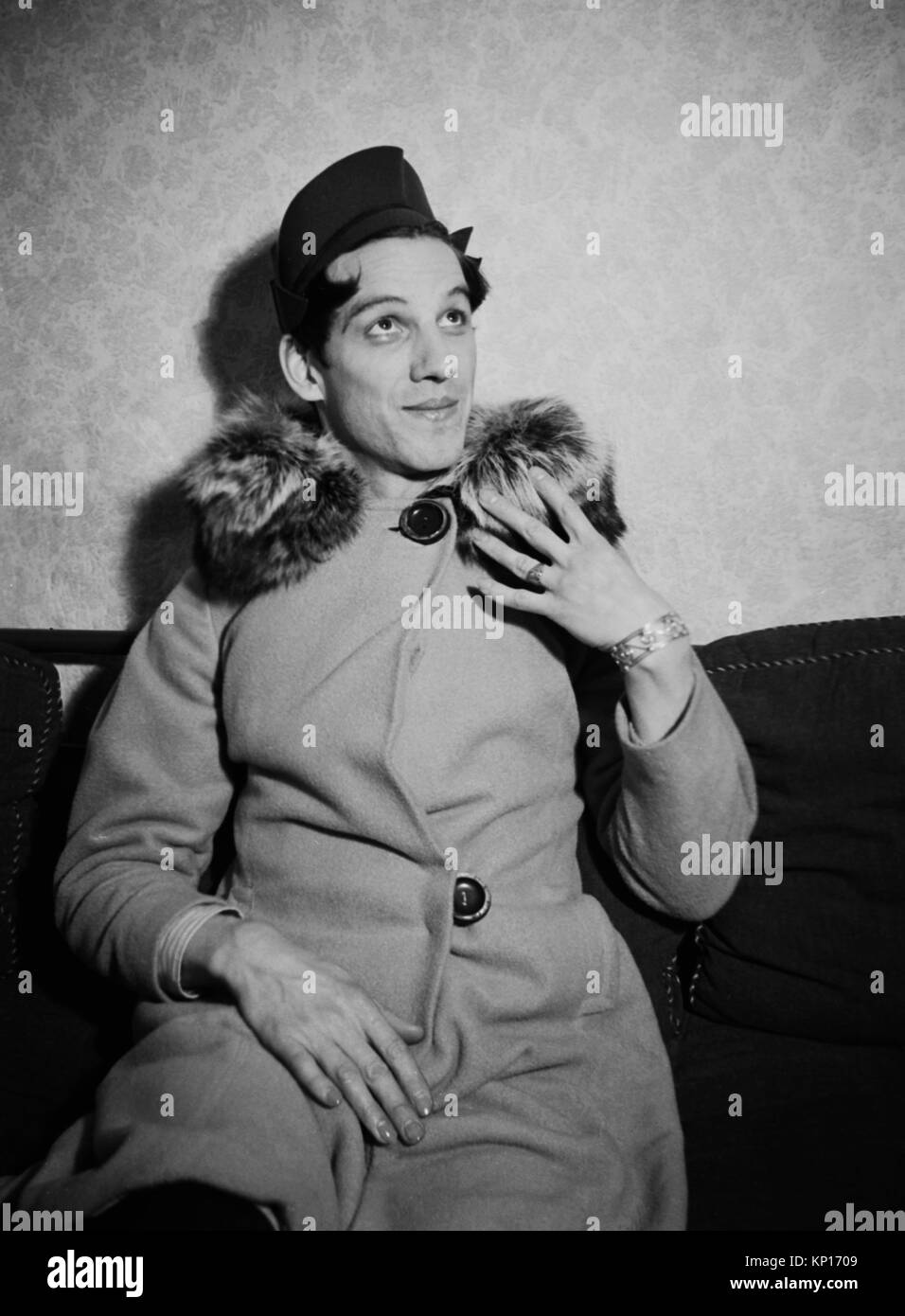 1937 Man in drag and Clack Gable lookalike amateur dramatics photoshoot - Stock Image