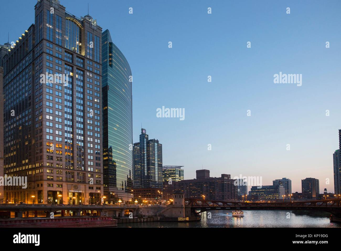 225 and 333 West Wacker drive buildings and Chicago river at night. - Stock Image