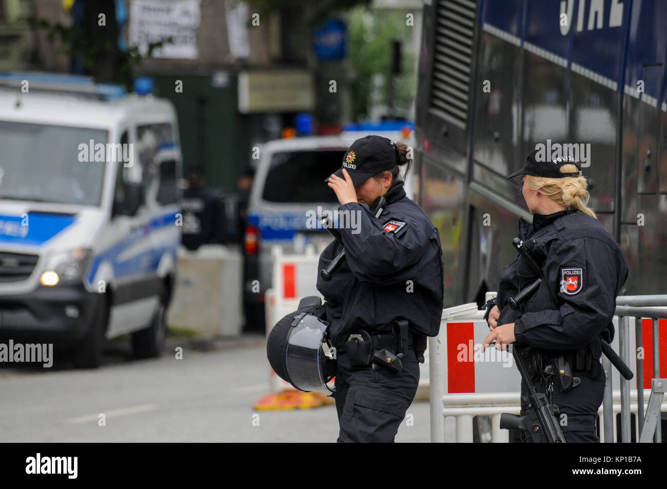 G20 summit: Riot police stands guard at 'orange' sector checkpoint, Hamburg, Germany - Stock Image